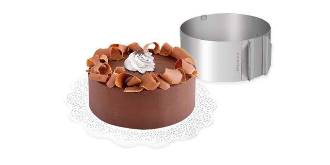 Регулируемая форма для торта DELICIA, круглая, 16-30 см623380Регулируемая форма для круглых тортов с диаметром от 16 см до 30 см. Форму растяните до нужного размера, металлическое кольцо передвиньте на 2 см от свободного конца, используйте более густое тесто. Изготовлено из высококачественной нержавеющей стали. Подходит для электрических, газовых духовок, и духовок с горячим обдувом. Можно мыть в посудомоечной машине. Материал: нержавеющая сталь Высота 8,5 см