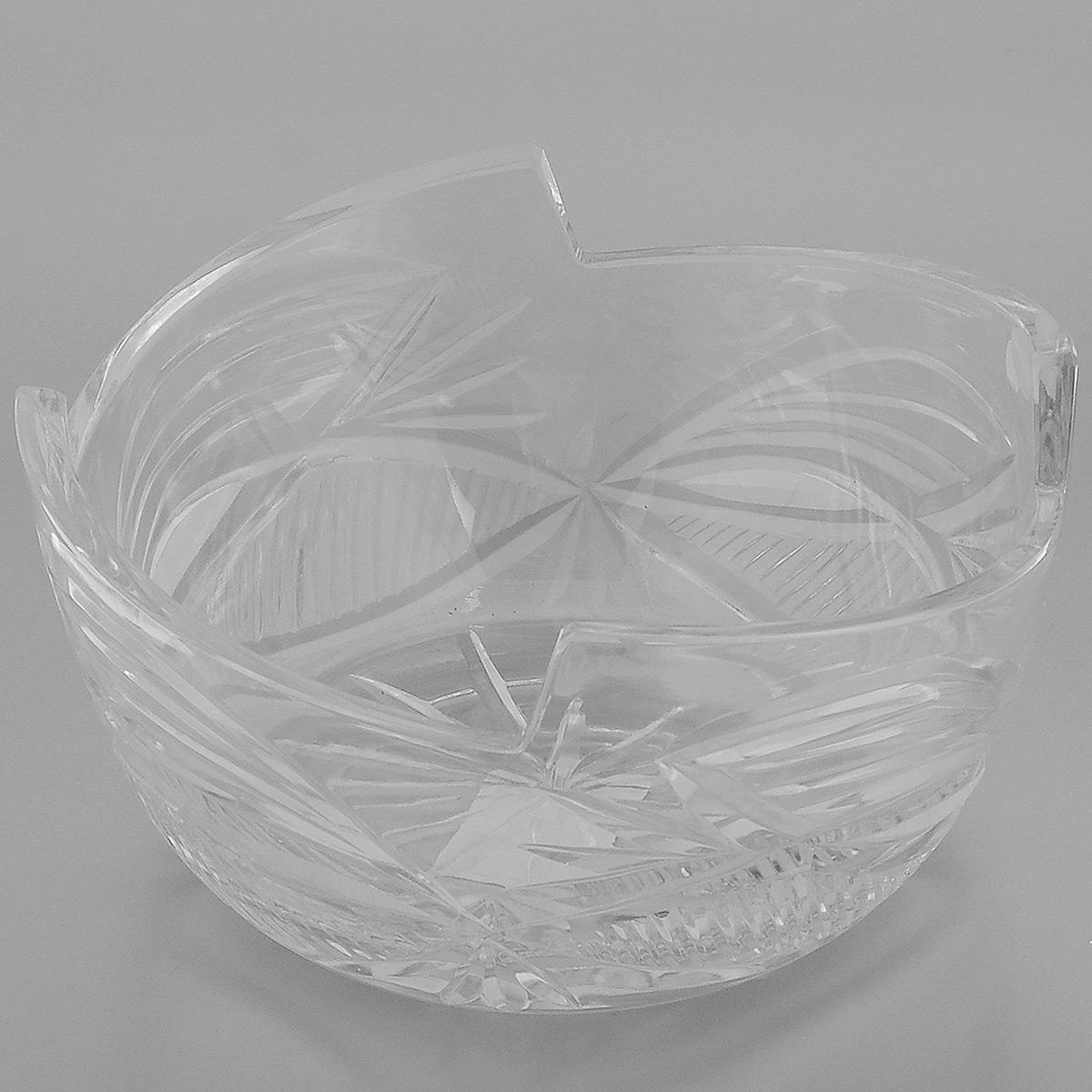 Салатник Neman, диаметр 18,8 см10026(900/201)-2Салатник Neman выполненный из прочного высококачественного свинцового хрусталя, имеет круглую форму с заостренными краями и декорирован красивым рельефным узором. Изделие излучает приятный блеск и издает мелодичный звон. Салатник сочетает в себе изысканный дизайн с максимальной функциональностью. Он прекрасно впишется в интерьер вашей кухни и станет достойным дополнением к кухонному инвентарю. Салатник не только украсит ваш кухонный стол и подчеркнет прекрасный вкус хозяйки, но и станет отличным подарком. Нельзя мыть в посудомоечной машине и использовать в микроволновой печи. Диаметр (по верхнему краю): 18,8 см. Диаметр основания: 12 см. Высота салатника: 9,5 см.
