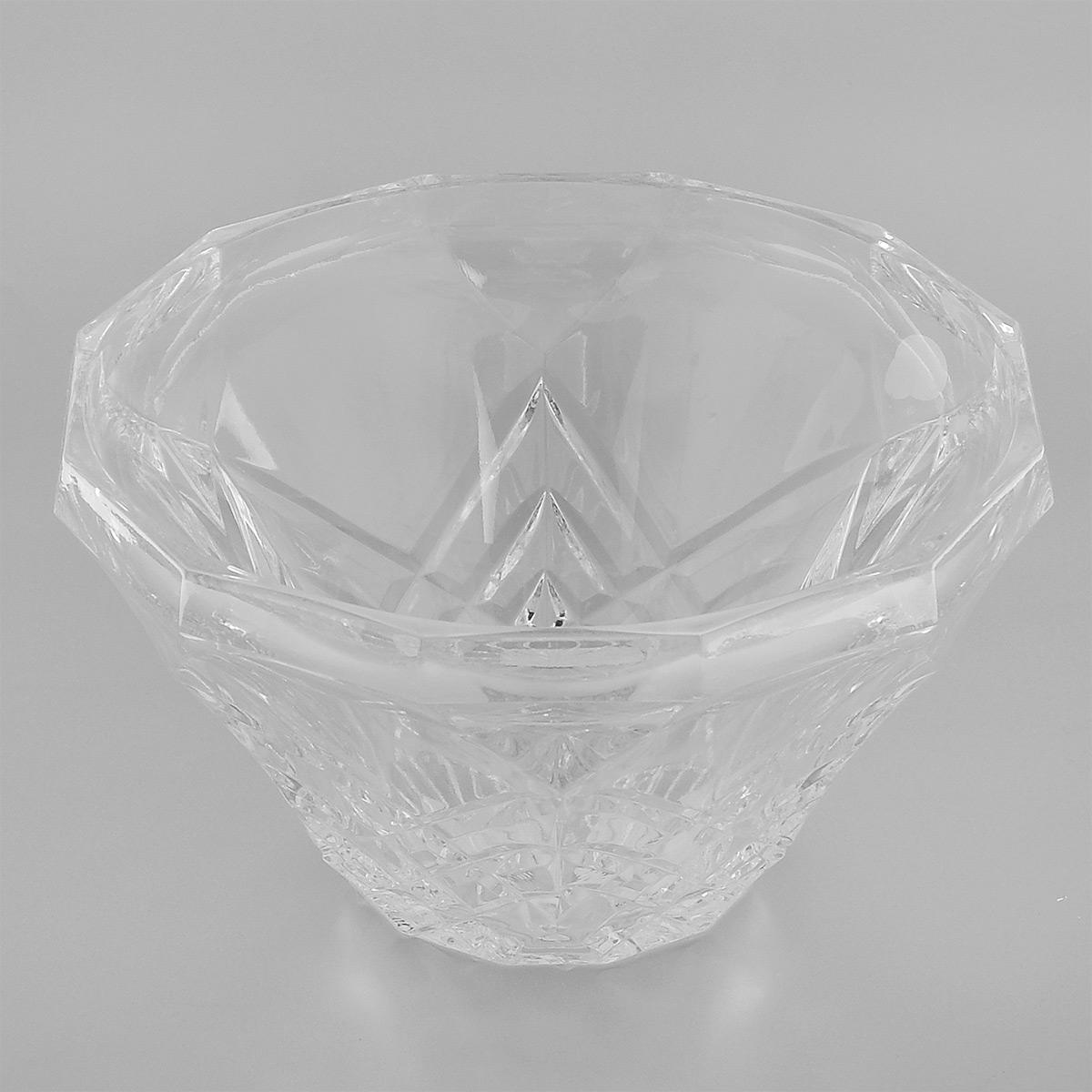 Салатник Neman, диаметр 18,5 см9921(800/124)Салатник Neman, выполненный из прочного высококачественного свинцового хрусталя, имеет круглую форму и декорирован рельефным узором. Он излучает приятный блеск и издает мелодичный звон. Салатник сочетает в себе изысканный дизайн с максимальной функциональностью. Он прекрасно впишется в интерьер вашей кухни и станет достойным дополнением к кухонному инвентарю. Салатник не только украсит ваш кухонный стол и подчеркнет прекрасный вкус хозяйки, но и станет отличным подарком. Нельзя мыть в посудомоечной машине и использовать в микроволновой печи. Диаметр (по верхнему краю): 18,5 см. Диаметр основания: 8 см. Высота салатника: 10,5 см.