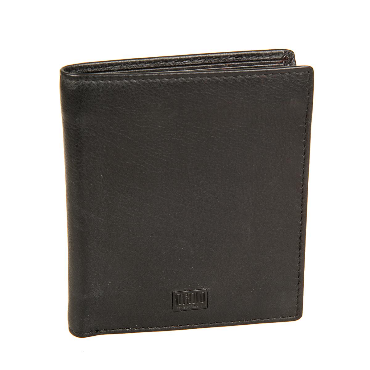 Портмоне мужское Mano, цвет: черный. 1910619106 tabula blackСтильное мужское портмоне Mano выполнен из натуральной кожи, оформлено не большой металлической пластинкой с логотипом бренда. Внутри - два отделения для купюр, карман для мелочи с клапаном на кнопке, два потайных кармана, карман с сетчатой вставкой и пять отделений для пластиковых и визитных карт. Портмоне Mano станет яркой деталью, которая выгодно подчеркнет ваш стильный неповторимый образ. Портмоне упаковано в фирменную коробку с логотипом бренда.