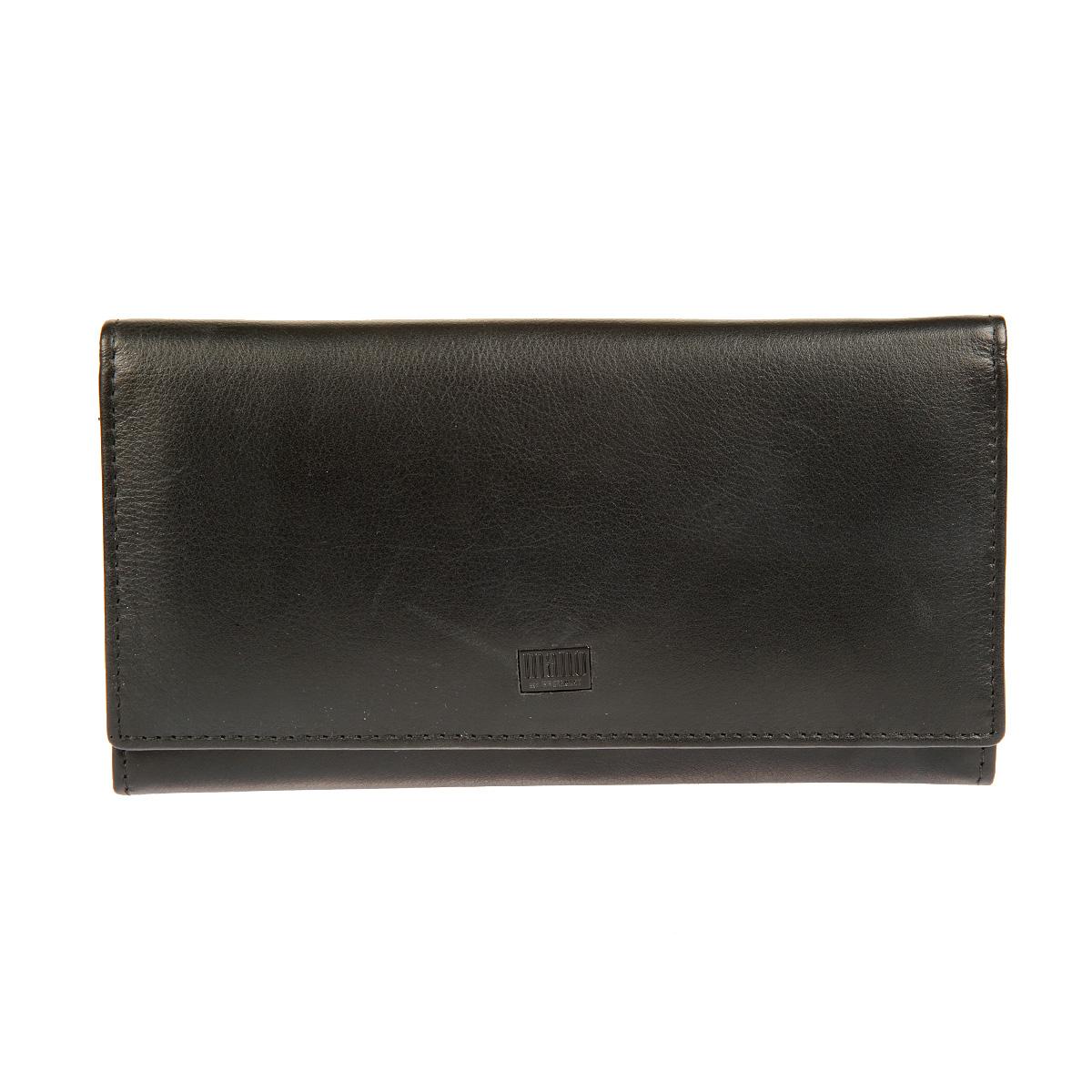 Портмоне мужское Mano, цвет: черный. 1911119111 tabula blackСтильное мужское портмоне Mano выполнено из натуральной кожи, оформлено не большой пластинкой с логотипом бренда. Модель закрывается клапаном на кнопку. Внутри - одно отделение для купюр, три плоских кармана для мелких бумаг, четыре отделения с сетчатыми вставками и пять отделений для визитных и кредитных карточек. На внешней задней стороне - плоский карман и карман на застежке-молнии. Портмоне упаковано в фирменную картонную коробку.