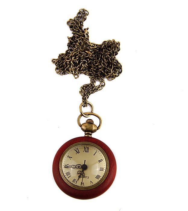 Карманные часы-скелетоны в винтажном стиле. Металл, дерево, кварцевый механизм. Конец XX векаFWL019L / T-B-8532-WATCH-SL.BEIGEКарманные часы-скелетоны в винтажном стиле. Металл, дерево, кварцевый механизм. Западная Европа, конец XX века. Диаметр 3 см, длина цепочки 80 см. Сохранность хорошая. Оригинальные часы - стильный аксессуар с элементом функциональности. Представленные сферические скелетоны в деревянном корпусе являются репликой оригинальных часов XIX века. Механизм просматривается сквозь заднюю часть корпуса. Чаcы крепятся на цепочку для ношения на шее. Этот яркий и необычный аксессуар, несомненно, привлечет внимание и подчеркнет ваш стиль.