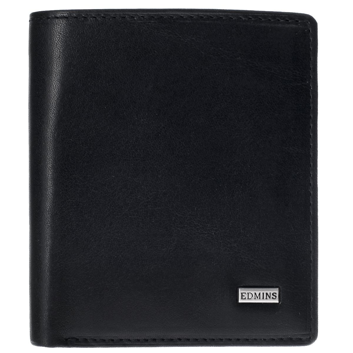 Портмоне женское Edmins1165 ML ED blackЖенское портмоне Edmins выполнено из натуральной кожи с глянцевой поверхностью. Лицевая сторона оформлена небольшой металлической пластиной с гравировкой Edmins. Портмоне закрывается клапаном на кнопку. Внутри расположены два отделения для купюр, три прорезных кармана для пластиковых карт и визиток, два потайных кармана и отделения для мелочи на застежке-кнопке. С внутренней стороны портмоне оформлено тиснением в виде логотипа бренда. Портмоне упаковано в фирменную коробку с логотипом бренда. Такое стильное портмоне станет отличным подарком для человека, ценящего качественные и необычные вещи.