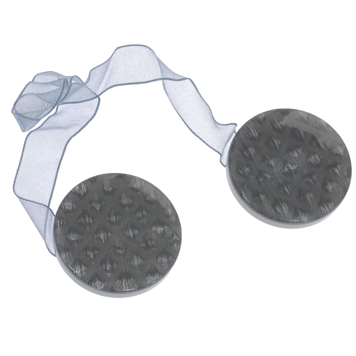 Клипса-магнит для штор Calamita Fiore, цвет: серый. 7704005_7267704005_726Клипса-магнит Calamita Fiore, изготовленная из пластика, предназначена для придания формы шторам. Изделие представляет собой два магнита круглой формы, расположенные на разных концах текстильной ленты. С помощью такой магнитной клипсы можно зафиксировать портьеры, придать им требуемое положение, сделать складки симметричными или приблизить портьеры, скрепить их. Клипсы для штор являются универсальным изделием, которое превосходно подойдет как для штор в детской комнате, так и для штор в гостиной. Следует отметить, что клипсы для штор выполняют не только практическую функцию, но также являются одной из основных деталей декора этого изделия, которая придает шторам восхитительный, стильный внешний вид. Диаметр клипсы: 4 см. Длина ленты: 28 см.