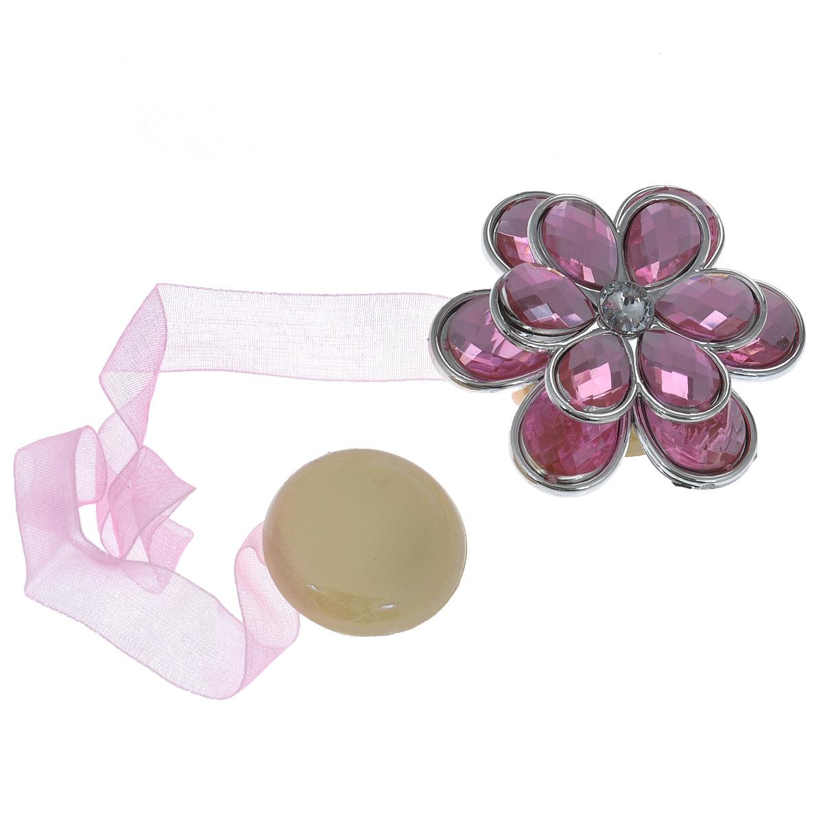 Клипса-магнит для штор Calamita Fiore, цвет: розовый. 7704021_5517704021_551Клипса-магнит Calamita Fiore, изготовленная из пластика и текстиля, предназначена для придания формы шторам. Изделие представляет собой два магнита, расположенные на разных концах текстильной ленты. Один из магнитов оформлен декоративным цветком. С помощью такой магнитной клипсы можно зафиксировать портьеры, придать им требуемое положение, сделать складки симметричными или приблизить портьеры, скрепить их. Клипсы для штор являются универсальным изделием, которое превосходно подойдет как для штор в детской комнате, так и для штор в гостиной. Следует отметить, что клипсы для штор выполняют не только практическую функцию, но также являются одной из основных деталей декора этого изделия, которая придает шторам восхитительный, стильный внешний вид. Диаметр декоративного цветка: 5 см. Диаметр магнита: 2,5 см. Длина ленты: 25 см.