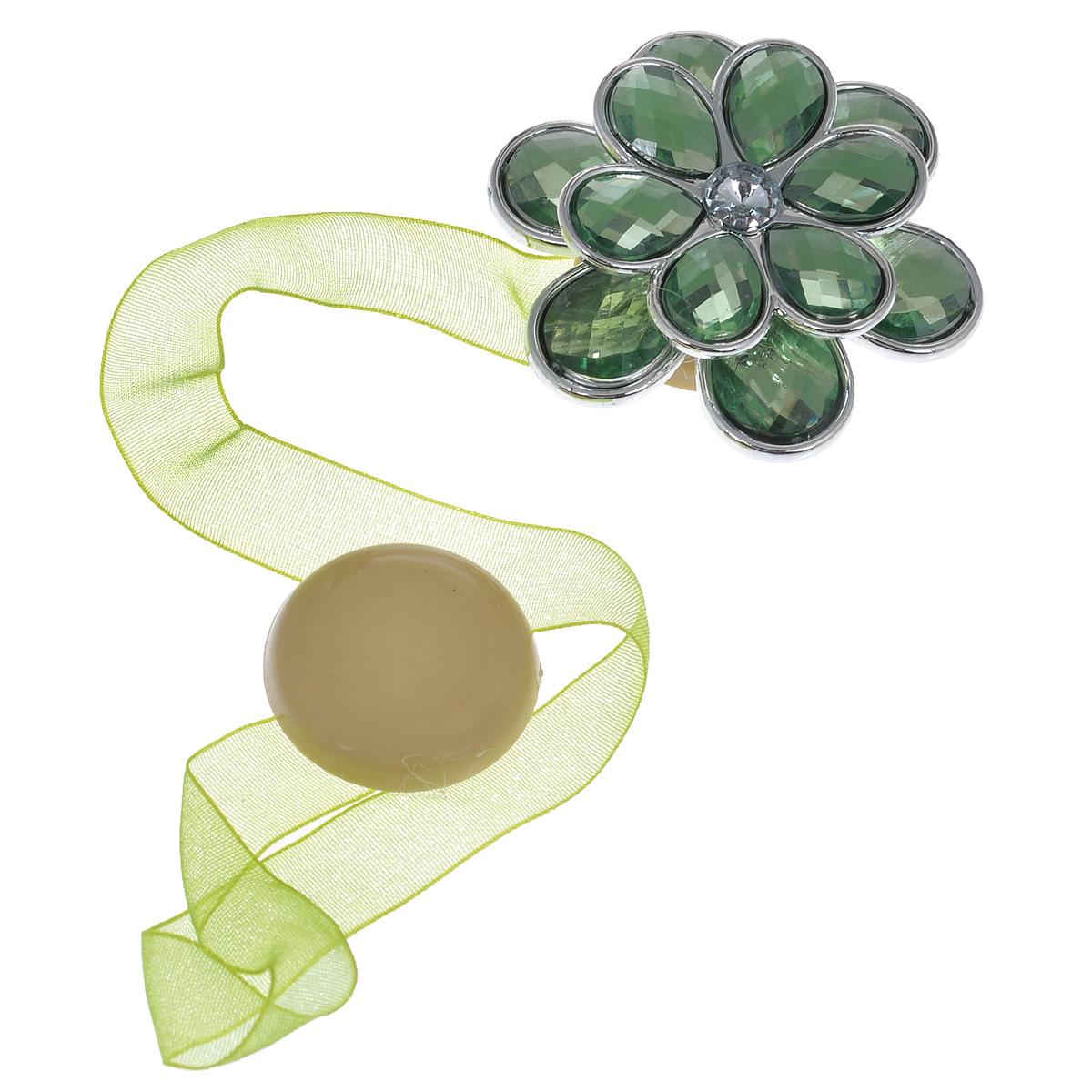 Клипса-магнит для штор Calamita Fiore, цвет: светло-зеленый. 7704021_8447704021_844Клипса-магнит Calamita Fiore, изготовленная из пластика и текстиля, предназначена для придания формы шторам. Изделие представляет собой два магнита, расположенных на разных концах текстильной ленты. Один из магнитов оформлен декоративным цветком. С помощью такой магнитной клипсы можно зафиксировать портьеры, придать им требуемое положение, сделать складки симметричными или приблизить портьеры, скрепить их. Клипсы для штор являются универсальным изделием, которое превосходно подойдет как для штор в детской комнате, так и для штор в гостиной. Следует отметить, что клипсы для штор выполняют не только практическую функцию, но также являются одной из основных деталей декора этого изделия, которая придает шторам восхитительный, стильный внешний вид. Диаметр декоративного цветка: 5 см. Диаметр магнита: 2,5 см. Длина ленты: 25 см.