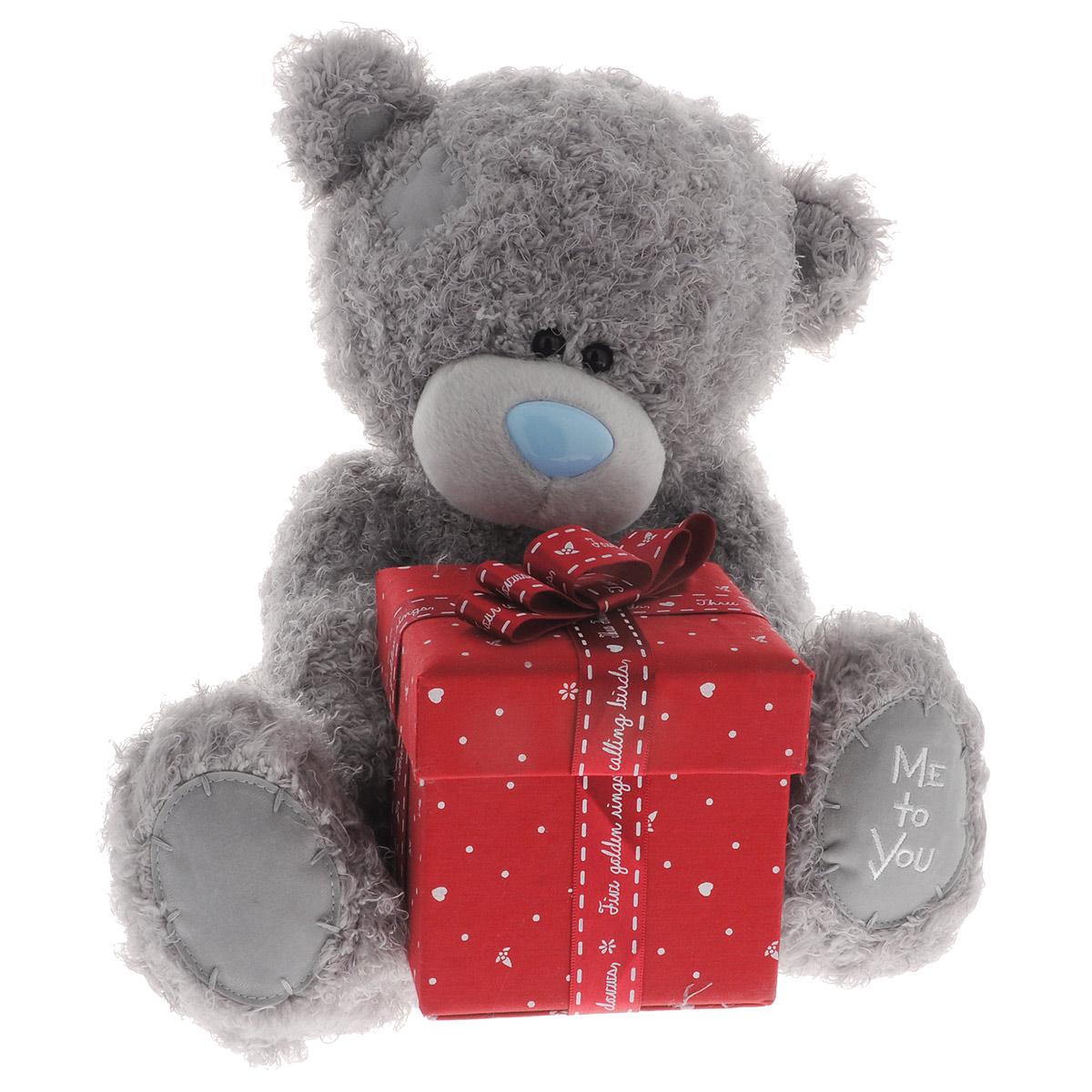 Me to You Мягкая игрушка Мишка Тедди с подарком, 30,5 смG01W3308Очаровательная игрушка Me to You Мишка Тедди выполнена в виде трогательного медвежонка. Игрушка изготовлена из высококачественных текстильных материалов. Специальные гранулы, используемые при ее набивке, способствуют развитию мелкой моторики рук малыша. Глазки и носик выполнены из пластика. В лапках медвежонок держит подарочную коробочку, выполненную из плотного картона, и украшенную атласными лентами и бантом. Коробочку можно открыть и положить в нее небольшой подарок. Удивительно мягкая игрушка принесет радость и подарит своему обладателю мгновения нежных объятий и приятных воспоминаний. Долгая история Мишки Тедди создала целый культ в истории, про него снимали мультфильмы и фильмы, сочиняли сказки и песни, он был любимцем детей и взрослых множество лет и является им сейчас. Нет лучшего подарка для ребенка или для девушки, чем Мишка Тедди от Me To You. Он способен выразить Вашу любовь, заботу или дружбу. Он подарит огромное количество любви и ласки...
