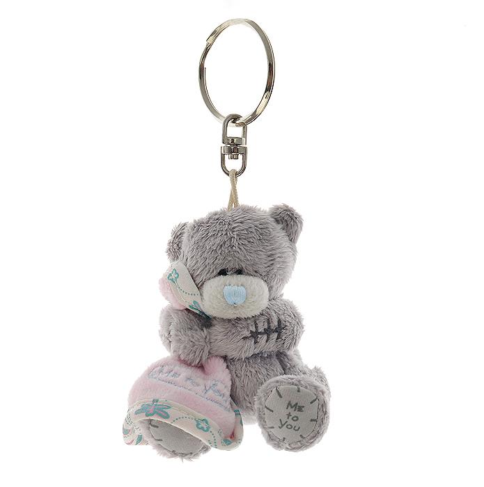 Me to You Мягкая игрушка-брелок Мишка Тедди, 8 смG01K0155Очаровательная игрушка игрушка-брелок Me to You Мишка Тедди выполнена в виде трогательного медвежонка. Игрушка изготовлена из высококачественных текстильных материалов. Глазки и носик вышиты нитками. В лапках медвежонок держит розовое одеяльце. С помощью металлического карабина, игрушку можно пристегнуть на пояс, к рюкзаку, сумке или повесить на связку ключей. Удивительно мягкая игрушка принесет радость и подарит своему обладателю мгновения нежных объятий и приятных воспоминаний. Долгая история Мишки Тедди создала целый культ в истории, про него снимали мультфильмы и фильмы, сочиняли сказки и песни, он был любимцем детей и взрослых множество лет и является им сейчас. Нет лучшего подарка для ребенка или для девушки, чем Мишка Тедди от Me To You. Он способен выразить Вашу любовь, заботу или дружбу. Он подарит огромное количество любви и ласки своему владельцу, как это делали миллионы других медведей Тедди, до него. Это именно та игрушка, которая имеет свою...