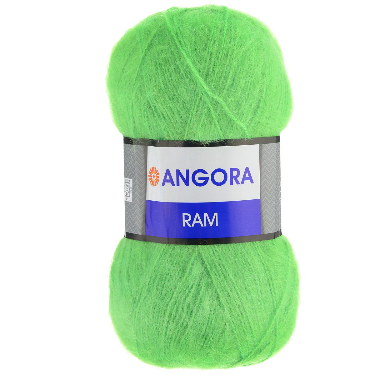 Пряжа для вязания YarnArt Angora Ram, цвет: ярко-зеленый (10118), 500 м, 100 г, 5 шт372037_10118Пряжа для вязания YarnArt Angora Ram изготовлена из натурального мохера с добавлением акрила. Пряжа из такого материала обладает повышенной прочностью и эластичностью, а изделия получаются теплые и уютные. Скрутка нити плотная, равномерная, не расслаивается, не путается, хорошо скользит по спицам, вяжется очень легко. Петли выглядят аккуратно, а натуральный мохер обеспечивает теплоту, легкость и превосходный внешний вид. Нить можно комбинировать с полушерстяными пряжами для смягчения рисунка, придания благородной пушистости фактуре нити, а также для улучшения тепловых характеристик. Благодаря содержанию синтетических волокон, изделия из YarnArt Angora Ram устойчива к скатыванию, а благодаря своей мягкости подходит для детских вещей. Ажурные вещи из этой пряжи сохраняют тепло не хуже плотного вязания, оставаясь легкими и объемными. Рекомендована ручная стирка до 30°C. Рекомендованные спицы и крючок для вязания 4 мм. Состав: 40% мохер,...
