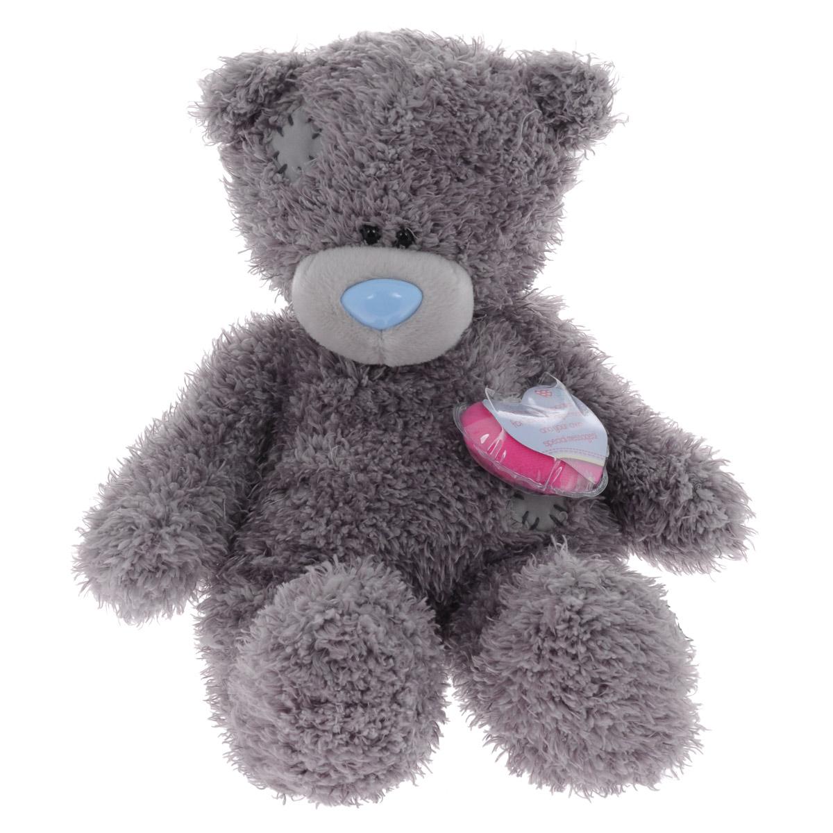 Me to You Мягкая игрушка Мишка Тедди, 25 смG01W2986Очаровательная мягкая игрушка Me to You Мишка Тедди привлечет внимание любого ребенка. Она выполнена в виде трогательного медвежонка из приятного на ощупь материала. Глазки и носик выполнены из пластика. В комплект входят розовая футболка с надписью Tatty Teddy и серые шортики. Кроме того, у мишки есть мягкое сердечко, которое вставляется в специальное отверстие на его спинке. Удивительно мягкая игрушка принесет радость и подарит своему обладателю мгновения нежных объятий и приятных воспоминаний. Долгая история Мишки Тедди создала целый культ в истории, про него снимали мультфильмы и фильмы, сочиняли сказки и песни, он был любимцем детей и взрослых множество лет и является им сейчас. Нет лучшего подарка для ребенка или для девушки, чем Мишка Тедди от Me To You. Он способен выразить вашу любовь, заботу или дружбу. Он подарит огромное количество любви и ласки своему владельцу, как это делали миллионы других медведей Тедди до него. Это именно та игрушка,...
