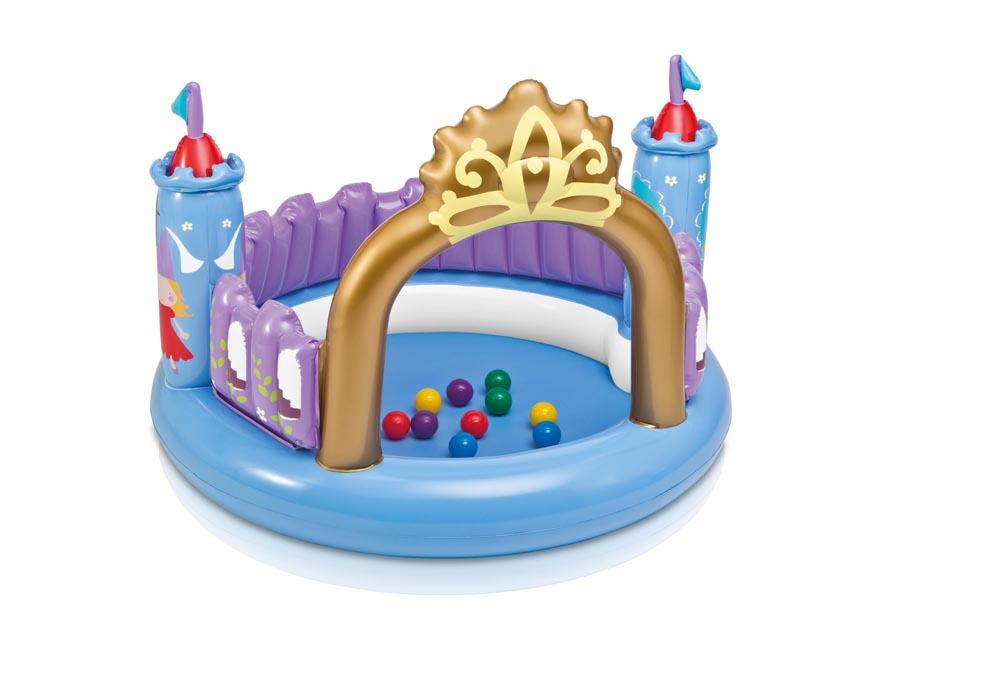 Игровой центр Intex Магический замок, с шариками и игрушкойint48669NPДетский надувной игровой центр Магический замок предназначен для маленьких принцесс. Он напоминает замок принцессы, состоящий из красивых ворот в виде короны и двух надувных башен с флажками. Игровой центр выполнен из безопасного ПВХ-материала и легко моется водой. В комплект входят 10 разноцветных пластиковых шариков и надувная игрушка в виде единорога. Детский игровой центр способствует развитию фантазии и игровой деятельности у малыша. Игровой центр может использоваться дома и на улице. Рассчитан на детей в возрасте от 3 до 6 лет. В комплект с игровым центром входит специальная заплатка для ремонта изделия в случае прокола. Маленькой принцессе этот волшебный замок придется по душе! Порадуйте ее таким замечательным подарком! УВАЖАЕМЫЕ КЛИЕНТЫ! Просим вас обратить внимание на тот факт, что игровой центр поставляется в сдутом виде и надувается при помощи насоса (не входит в комплект).