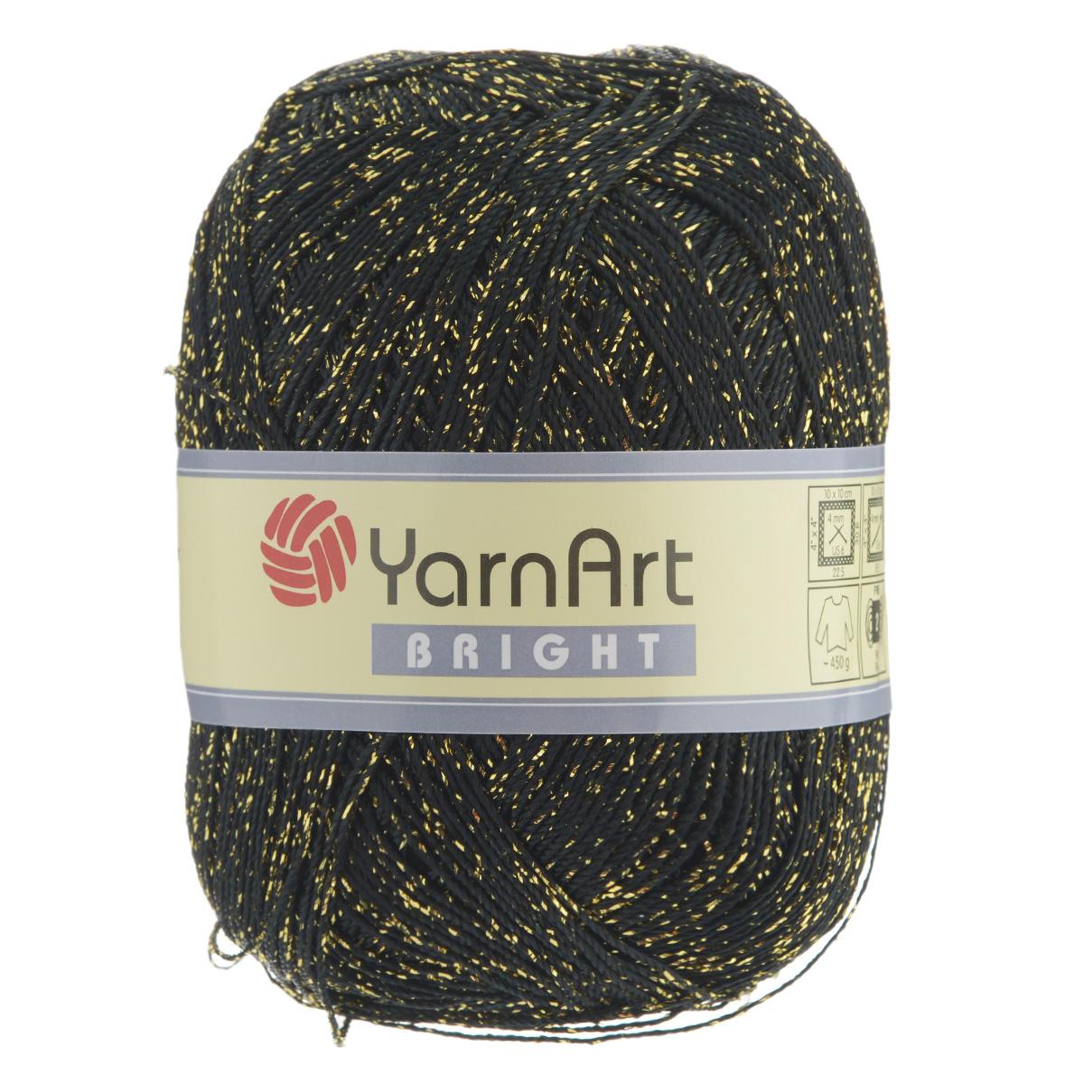 Пряжа для вязания YarnArt Bright, цвет: черный, золотой (105), 340 м, 90 г, 6 шт372010_105С фантазийной пряжей YarnArt Bright с металлизированным полиэстером вязаные изделия приобретут оригинальный вид. Из такой пряжи можно вязать изделие целиком или использовать ее для отделки. В основном вяжут из таких ниток нарядные вещи - болеро, блузки, топики, платья, юбки, пуловеры и т. д. В настоящее время вязание плотно вошло в нашу жизнь, причем не столько в виде привычных свитеров, сколько в виде оригинальных, изящных моделей из самой разнообразной пряжи. Поэтому так важно подобрать именно ту пряжу, которая позволит вам связать даже самую сложную и необычную модель изделия. Комплектация: 6 мотков. Состав: 80% полиэстер, 20% металлизированный полиэстер. Допускается машинная стирка 40°C. Рекомендованы спицы и крючок 4 мм.