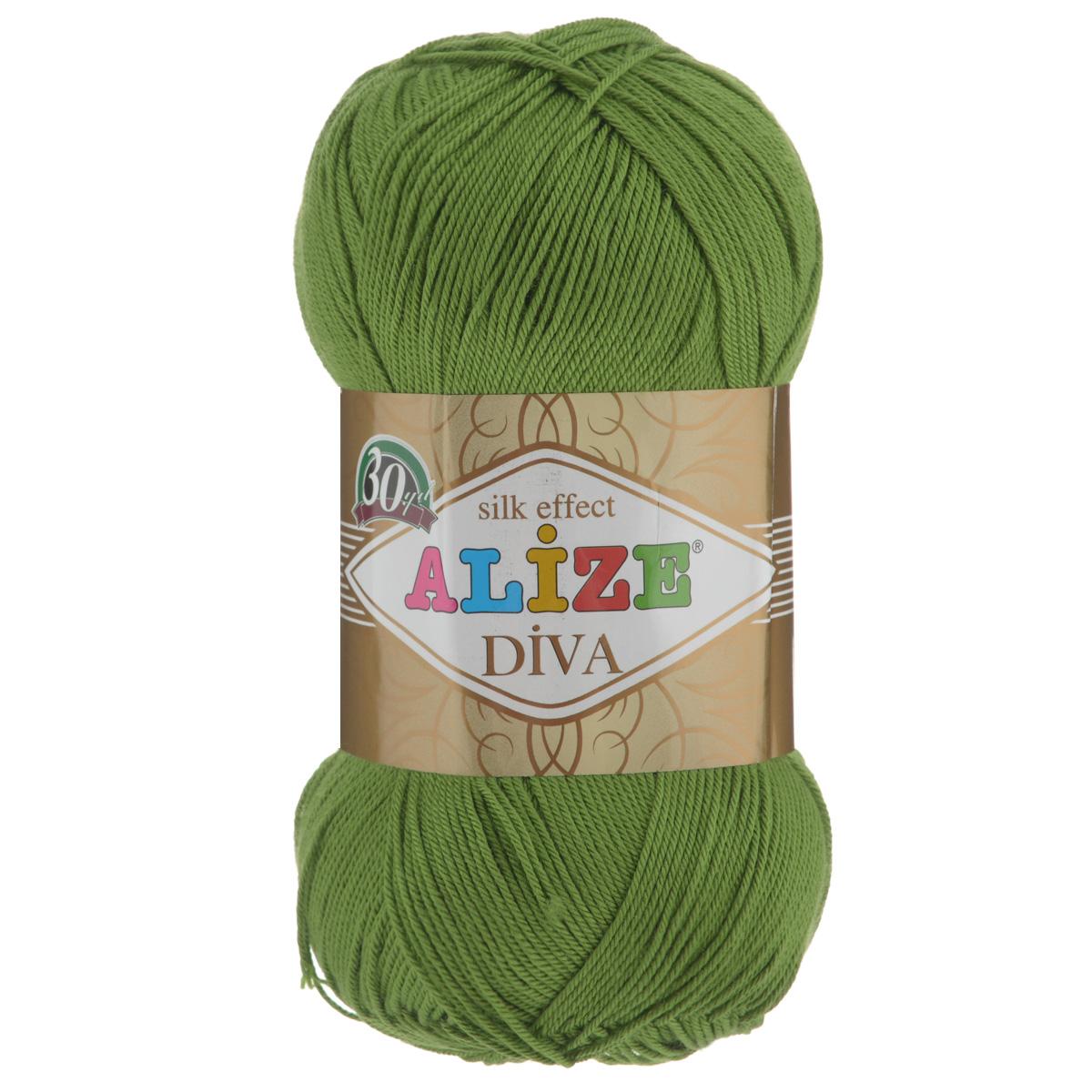 Пряжа для вязания Alize Diva, цвет: зеленый (210), 350 м, 100 г, 5 шт364126_210Легкая пряжа Diva с шелковым эффектом для весенних или летних вещей. Приятная на ощупь, обладающая высокой гигроскопичностью, пряжа Diva из микрофибры подойдет для самых разных вязаных изделий: сарафанов, туник, платьев, легких костюмов, кофт, шалей и накидок. Ее с одинаковым успехом можно использовать и для спиц, и для вязания крючком. В палитре большой выбор ярких цветов и пастельных мягких оттенков. Не стоит с предубеждением относиться к искусственной пряже, ведь она обладает целым рядом преимуществ. За изделиями из пряжи Diva проще ухаживать, они не подвержены скатыванию, не вызывают аллергии, не собирают пыль, не линяют и не оставляют ворсинок на другой одежде. Рекомендованные спицы № 2,5-3,5, крючок № 1-3. Состав: 100% микрофибра.