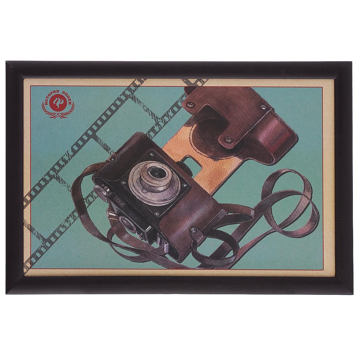 Поднос-столик Феникс-презент Ретро-фотоаппарат, с мягким основанием, 41 х 28 см 3737337373Поднос-столик Феникс-презент Ретро-фотоаппарат изготовлен из дерева (столешница из мдф, рамка из сосны) и оформлен оригинальным изображением ретро-фотоаппарата. Основание подноса выполнено в виде текстильной подушки, наполненной пенополистиролом. Такой поднос очень функционален: его можно использовать в качестве подноса для еды или подставки для ноутбука. Он удобно и устойчиво размещается на коленях или диване, так как подушка столика принимает форму поверхности. Размер подноса-столика: 41 см х 28 см х 5 см. Внутренний размер подноса: 37 см х 23,5 см.