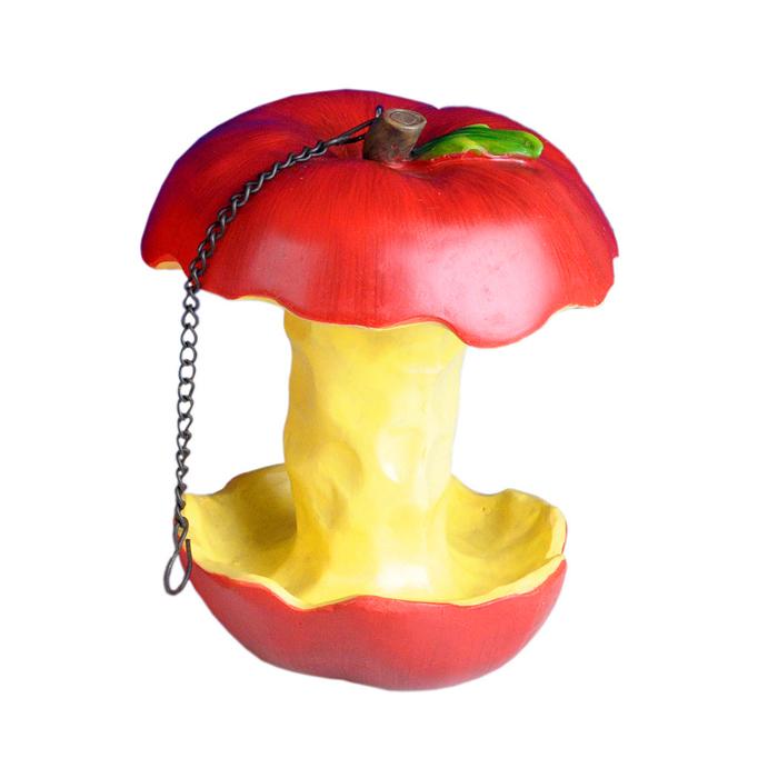 Фигура декоративная Village People Вкусная кормушка. Огрызок яблока, высота 15,5 см58336_2Декоративная фигурка Village People Вкусная кормушка. Огрызок яблока изготовлена из полирезины. Материал устойчив к воздействиям внешней среды, таким, как влажность, солнце, перепады температуры. Фигурка выполнена в виде огрызка яблока, к которому крепиться металлическая цепочка для подвешивания. Она отлично подойдет для декоративного оформления вашего сада и огорода и может служить в качестве кормушки для птиц. Декоративные садовые фигурки представляют собой последний штрих при создании ландшафтного дизайна дачного или приусадебного участка. Декоративные фигурки для украшения сада позволяют создать правдоподобную декорацию и почувствовать себя среди живой природы. Кроме этого, веселые и незатейливые, они поднимут настроение вам, вашим друзьям и родным. Размер: 13 см х 13 см х 15,5 см. Длина цепочки: 15 см.