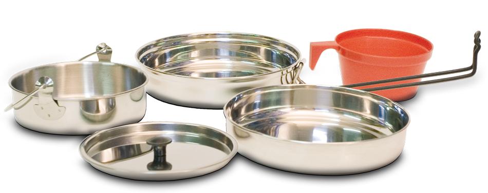 Набор посуды Canadian Camper CC-S10, 4 предмета32100036В набор посуды Canadian Camper CC-S10 входит кастрюля, сковорода, тарелка и пластиковая кружка. Все предметы набора, кроме кружки, выполнены из высококачественной нержавеющей стали. Сковорода оснащена складной ручкой, покрытой теплоизоляционным материалом. Кастрюля также оснащена ручкой. В комплекте чехол для переноски и хранения. Диаметр кружки: 8,8 см. Высота кружки: 4,5 см. Диаметр кастрюли: 13,5 см. Высота кастрюли: 4 см. Диаметр сковороды: 17,5 см. Высота сковороды: 4 см. Диаметр тарелки: 16,5 см. Высота тарелки: 3 см.