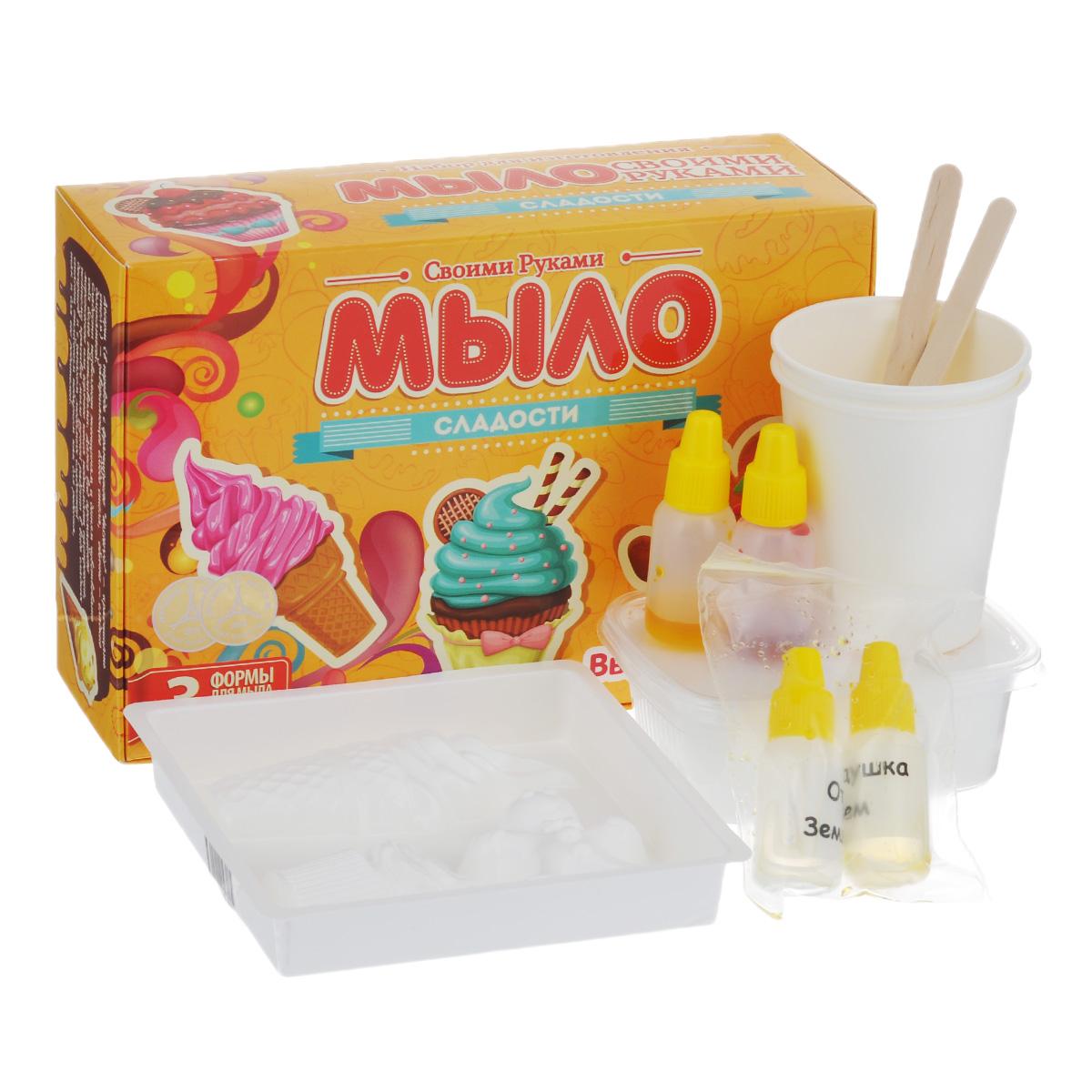 Набор для изготовления мыла Сладости. 27007700210732700770021073Набор Сладости поможет вам своими руками создать интересное мыло. Мыловарение - это занимательный и веселый процесс. В набор входит все необходимое для мыловарения: - мыльная основа (200 г); - краситель для мыла (2 шт); - отдушка для мыла (2 шт); - форма для мыла (форма в виде пряника, мороженного и пирожного); - стакан для расплавления мыльной основы (2 шт); - ложка для перемешивания мыльной основы (2 шт); - подробная инструкция на русском языке. Сделать оригинальное мыло совсем несложно. Это творческое и увлекательное занятие обязательно порадует вашего малыша. Мыло, изготовленное своими руками, наполнит ванную комнату чудесным запахом сладких десертов. Производитель оставляет за собой право изменять цвет и фактуру материалов, входящих в состав набора. Средний размер формы: 5 см х 6 см х 1,5 см.