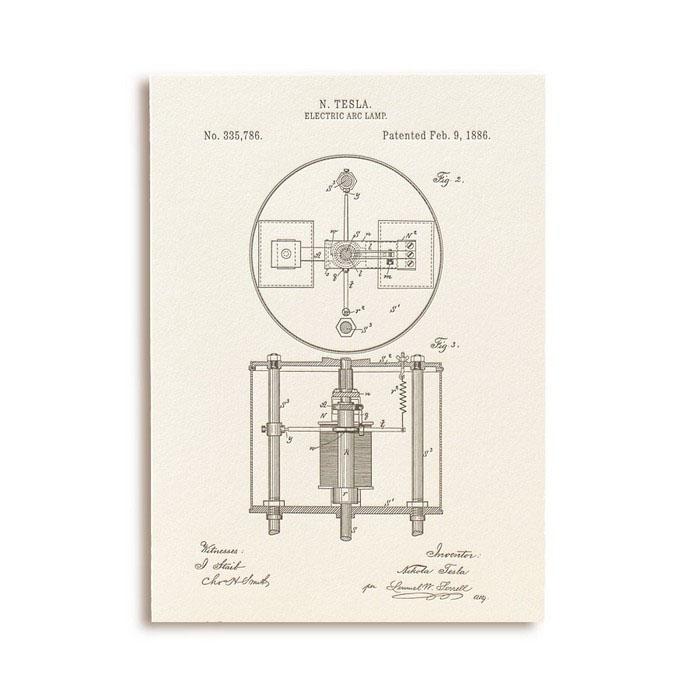Открытка Патенты Николы Теслы. Electric Arc Lamp, fig. 2GC001.3Оригинальная открытка Патенты Николы Теслы. Electric Arc Lamp, fig. 2 напечатана вручную на старинном прессе способом высокой печати (letterpress), сделана из высококачественной бумаги из 100% хлопка молочно-кремового оттенка. Она поставляется в комплекте с конвертом из крафт-бумаги. Поздравительная открытка станет чудесным дополнением к подарку по любому поводу или милым сюрпризом и знаком внимания.