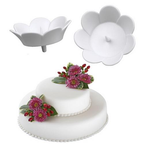 Набор держателей для цветов на торте Wilton Цветок, цвет: белый, 3 штWLT-205-8504Набор Wilton Цветок состоит из трех держателей для живых цветов на торте, изготовленных из пластика. Держатель выполнен в виде цветка и оснащен ножкой для фиксации изделия на торте. В центре держателя имеется специальный шип для крепления живого цветка в чаше. С держателями Wilton Цветок ваш торт будет смотреться по-настоящему празднично! Размер держателя (без ножки): 4 см х 4 см х 1,5 см.