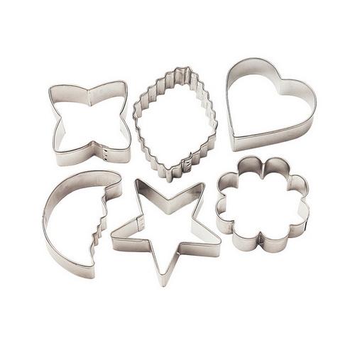 Набор форм для вырезания печенья Wilton, 6 штWLT-2308-1235Набор Wilton состоит из 6 форм, изготовленных из металла. Изделия предназначены для вырезания печенья, украшений, бутербродов, а также их можно использовать как трафареты для поделок и с не пищевыми материалами. Формы выполнены в виде сердца, звезды, цветов, полумесяца. С такими формами-резаками можно сделать множество интересных фигурок и изделий! Средний размер формы: 8 см х 8 см. Высота форм: 3 см.