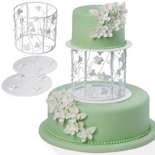 Украшение-вставка Wilton Лиана и листья для многоуровневого торта, цвет: белыйWLT-303-454Украшение для торта Wilton Лиана и листья состоит из металлической разделительной вставки, стенки которой украшены красивым узором в виде переплетенной лозы, и двух пластиковых тарелок с гладкими краями. Размещенная между двумя уровнями торта, элегантная вставка добавит ему высоты и изящности. Классический белый витиеватый стиль подходит к разным типам тортов и украшений. Украшение-вставка Wilton Лиана и листья смотрится изумительно, собирается легко. Размер металлической вставки: 16 см х 16 см х 15 см. Диаметр тарелок: 20 см. Количество тарелок: 2 шт.