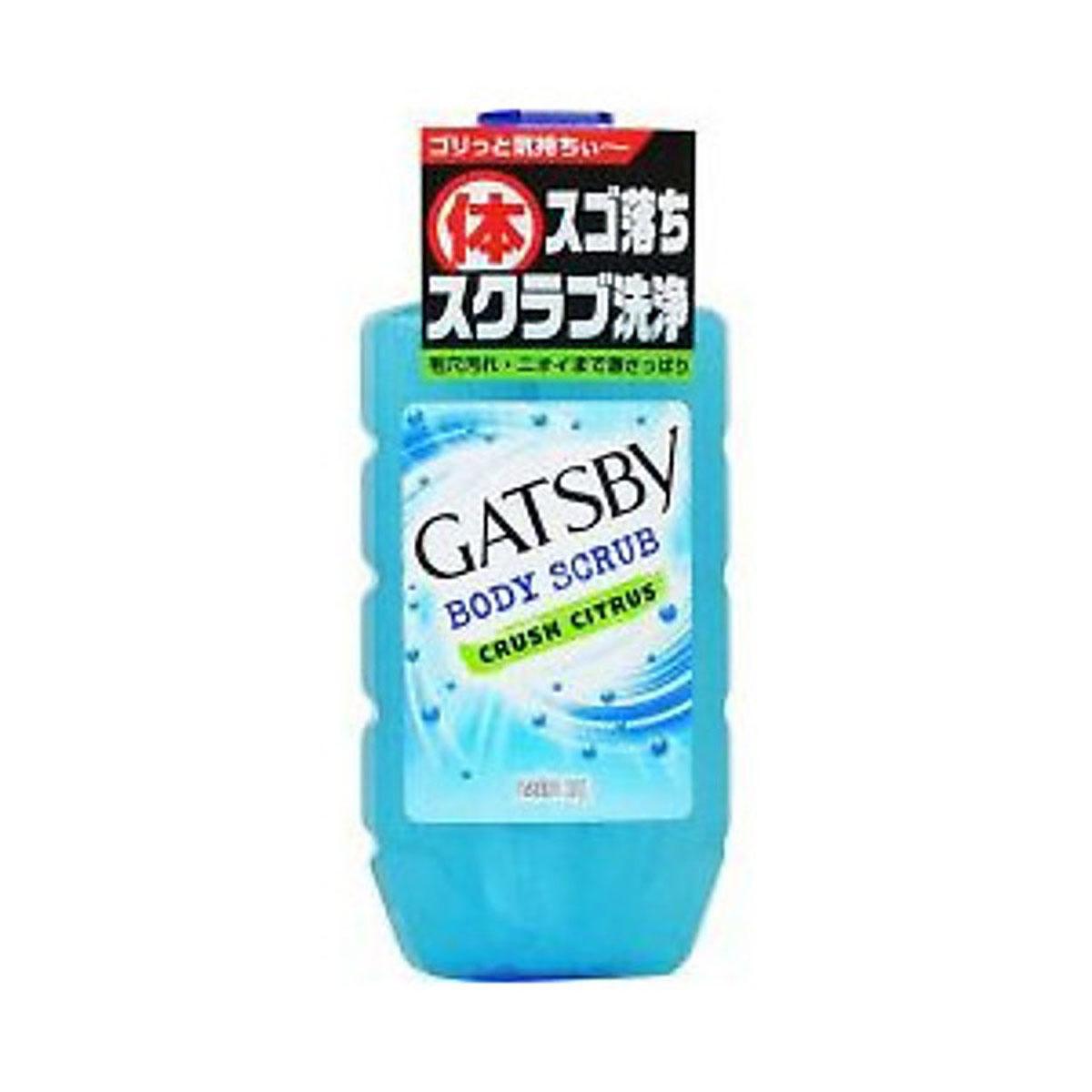 GATSBY Гель-Скраб для душа для мужчин освежающий и охлаждающий 300 мл38395Гель для душа с крупными скрабирующими гранулами интенсивно очищает кожу, удаляя загряднение даже из глубины пор, эффективно борется с запахм пота. Имеет массажный эффект. Бодрящий аромат цитруса и мяты. Применение: нанасти на руки или мочалку и массажными движениями распрелить по телу, смыть водой. Состав: вода, PG, лауриновая кислота, полиэтилен, гидроксид K, сополимеры алкилакрилатов, этанол, миристиновая кислота, лаурил бетаин, (алкил акрилат / метакриловой кислоты Steareth-20) сополимеры, ментол, токоферола ацетат, ксантановая смола, EDTA-4Na, сульфит натрия, гидроксиапатит, оксид алюминия, метилпарабен, ароматизатор, синий 404