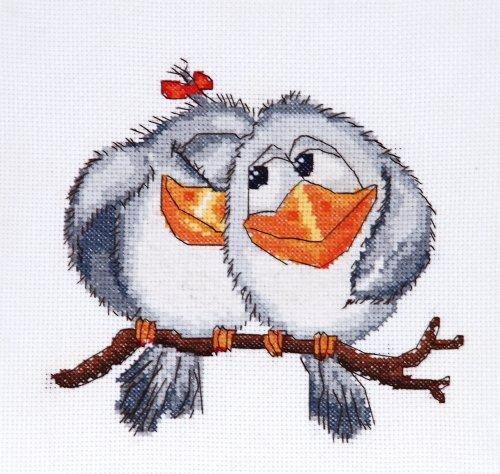 Набор для вышивания крестом Hobby & Pro Нежные чувства, 17 см х 15 см. 707549656Набор для вышивания Hobby & Pro Нежные чувства поможет вам создать свой личный шедевр - красивую картину, вышитую нитками мулине в технике полный крест. Работа, выполненная своими руками, станет отличным подарком для друзей и близких! Набор содержит: - канва Aida 14 без рисунка (5,5 клеток в см) - 38 см х 30 см; - нитки мулине Bestex (14 цветов); - игла; - цветная схема; - инструкция на русском языке.