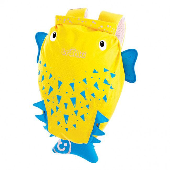 Детский рюкзак для бассейна и пляжа Trunki Рыба-пузырь, цвет: желтый, голубой, 7,5 л0111-GB01Детский рюкзак для бассейна и пляжа Trunki Рыба-пузырь - великолепный подарок для маленьких спортсменов и путешественников. Выполнен из прочного и водоотталкивающего материала в виде рыбки-пузырь желтого цвета с голубыми плавниками. Рюкзак состоит из вместительного отделения, закрывающегося с помощью скрутки, которая также сохранит содержимое и защитит от проникновения воды. Благодаря широкой горловине рюкзака в него очень удобно складывать вещи. Конструкция спинки дополнена противоскользящей сеточкой и системой вентиляции для предотвращения запотевания спины ребенка. Мягкие широкие лямки позволяют легко и быстро отрегулировать рюкзак в соответствии с ростом. На правой лямке рюкзака предусмотрено специальное крепление Trunki grip, с помощью которого можно подвесить детские солнцезащитные очки. Рюкзак оснащен петлей для подвешивания. Также имеет светоотражающие элементы и карман в виде плавника, куда можно положить различные мелочи. Рюкзак Trunki...