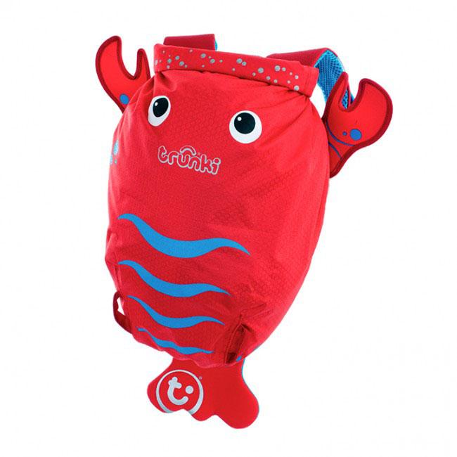 Детский рюкзак для бассейна и пляжа Trunki Лобстер, цвет: красный, голубой, 7,5 л0113-GB01Детский рюкзак для бассейна и пляжа Trunki Лобстер - великолепный подарок для маленьких спортсменов и путешественников. Выполнен из прочного и водоотталкивающего материала в виде лобстера красного цвета. Рюкзак состоит из вместительного отделения, закрывающегося с помощью скрутки, которая также сохранит содержимое и защитит от проникновения воды. Благодаря широкой горловине рюкзака в него очень удобно складывать вещи. Конструкция спинки дополнена противоскользящей сеточкой и системой вентиляции для предотвращения запотевания спины ребенка. Мягкие широкие лямки позволяют легко и быстро отрегулировать рюкзак в соответствии с ростом. На правой лямке рюкзака предусмотрено специальное крепление Trunki grip, с помощью которого можно подвесить детские солнцезащитные очки. Рюкзак оснащен петлей для подвешивания. Также имеет светоотражающие элементы и карман в виде плавника, куда можно положить различные мелочи. Рюкзак Trunki Лобстер прекрасно подойдет для...