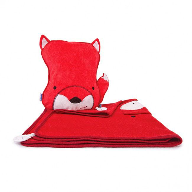 Дорожный набор Trunki Felix, 3в1, цвет: красный, белый0128-GB01Удивительно полезный дорожный набор Trunki Felix должен быть у каждого маленького путешественника. Подушку с пледом внутри, легко и просто можно брать с собой в самолет, поезд или машину. Ваш малыш теперь будет с комфортом спать в дороге, положив головку на мягкую надувную подушку и укрывшись одеялом. Подушка выполнена в виде забавной рожицы лесенка с хвостиком. Набор укомплектован надувной вставкой, превращающейся в подушку. На пледе есть специальный кармашек, куда можно посадить свою любимую игрушку. Комплект имеет уникальное крепление Trunki Grip, соединяющее одеяло и подушку, чтобы вам не приходилось часто укрывать вашего малыша. Рекомендуемый возраст: от 2 лет. Размер подушки: 26 см х 21 см. Размер пледа: 70 см х 90 см.