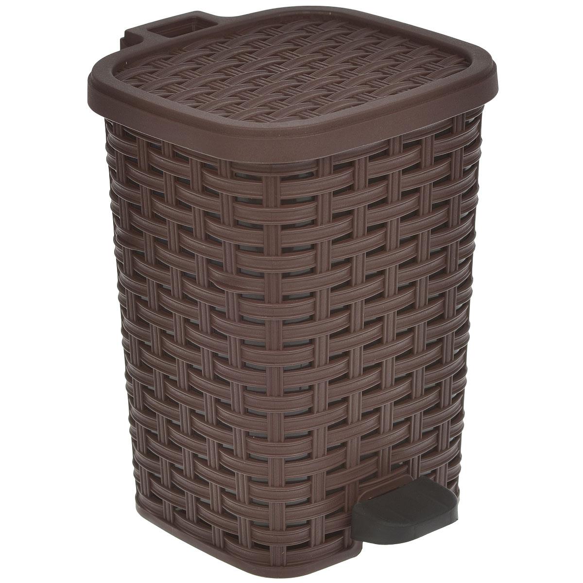 Ведро для мусора Dunya Plastik Раттан, с педалью, цвет: коричневый, черный, 6 л1052Ведро для мусора Dunya Plastik Раттан, выполненное из прочного пластика, обеспечит долгий срок службы и легкую чистку. Ведро поможет вам держать мелкий мусор в порядке и предотвратит распространение неприятного запаха. Откидная пластиковая крышка открывается и закрывается при помощи педали. Изделие выполнено в виде плетеной корзины с пластиковой вынимающейся емкостью для мусора внутри. Размер ведра (по верхнему краю): 19 см х 17 см. Высота (без учета крышки): 26 см. Высота (с учетом крышки): 27,5 см.