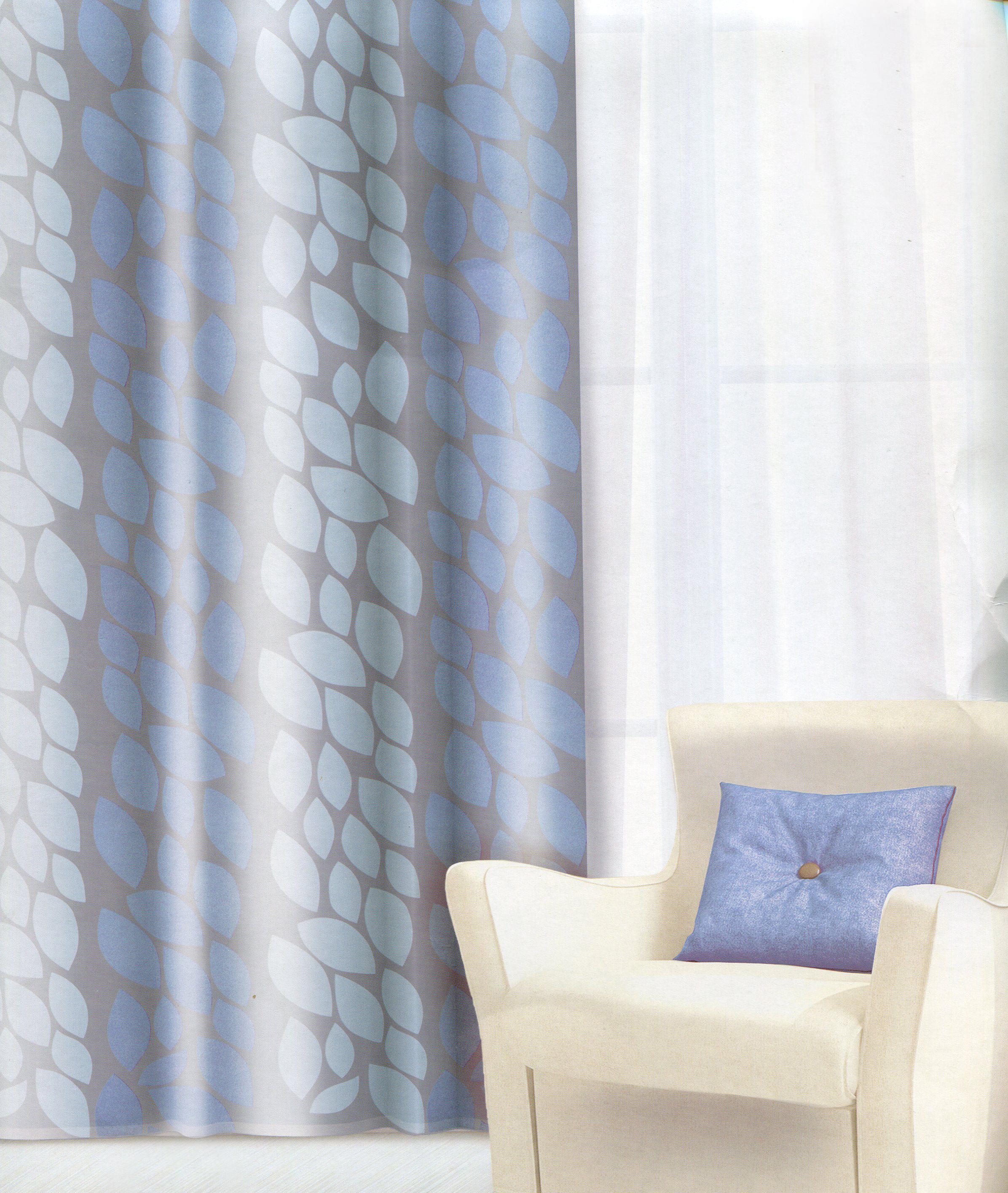 Штора Home Queen Листья, на люверсах, цвет: голубой, высота 275 см65013Изящная штора Home Queen Листья выполнена из плотного полотна (полиэстера) с эффектным жаккардовым рисунком в виде листьев. Затемняющая штора защищает комнату от дневного света и ночного уличного освещения. Плотная ткань и приятная цветовая гамма привлекут к себе внимание и органично впишутся в интерьер помещения. Эта штора будет долгое время радовать вас и вашу семью! Штора крепится на карниз при помощи люверсов. Диаметр отверстия люверса: 4 см.