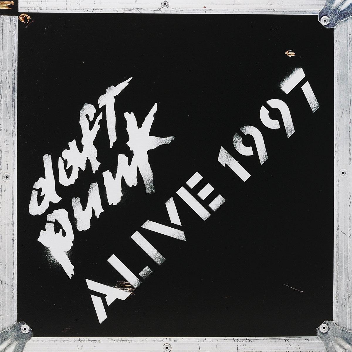 Издание содержит вкладку с наклейками с символикой группы.