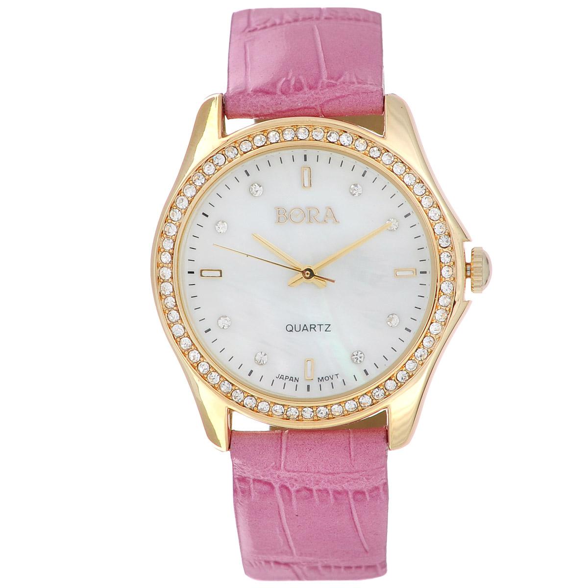 Часы наручные женские Bora, цвет: пурпурный, золотой. FWL019L / T-B-8506-WATCH-GL.H.PINKFWL019L / T-B-8506-WATCH-GL.H.PINKЧасы торговой марки Bora отличает изысканный стиль и превосходное качество изготовления. Японский механизм Seiko отличает невероятная точность. С ними вы точно не пропустите ничего интересного. Корпус часов выполнен из легированного металлического сплава, украшен стразами. Ремешок изготовлен из натуральной кожи и декорирован тиснением под крокодила, застегивается на классическую застежку-пряжку. Практичная и незаменимая вещь в сумасшедшем ритме современной жизни. Стильный и элегантный аксессуар идеально дополнит ваш повседневный образ. Характеристики: Размеры корпуса: 3,5 х 3,5 х 0,7 см. Размеры ремешка без учета корпуса: 18 х 1,8 см. Не водостойкие.