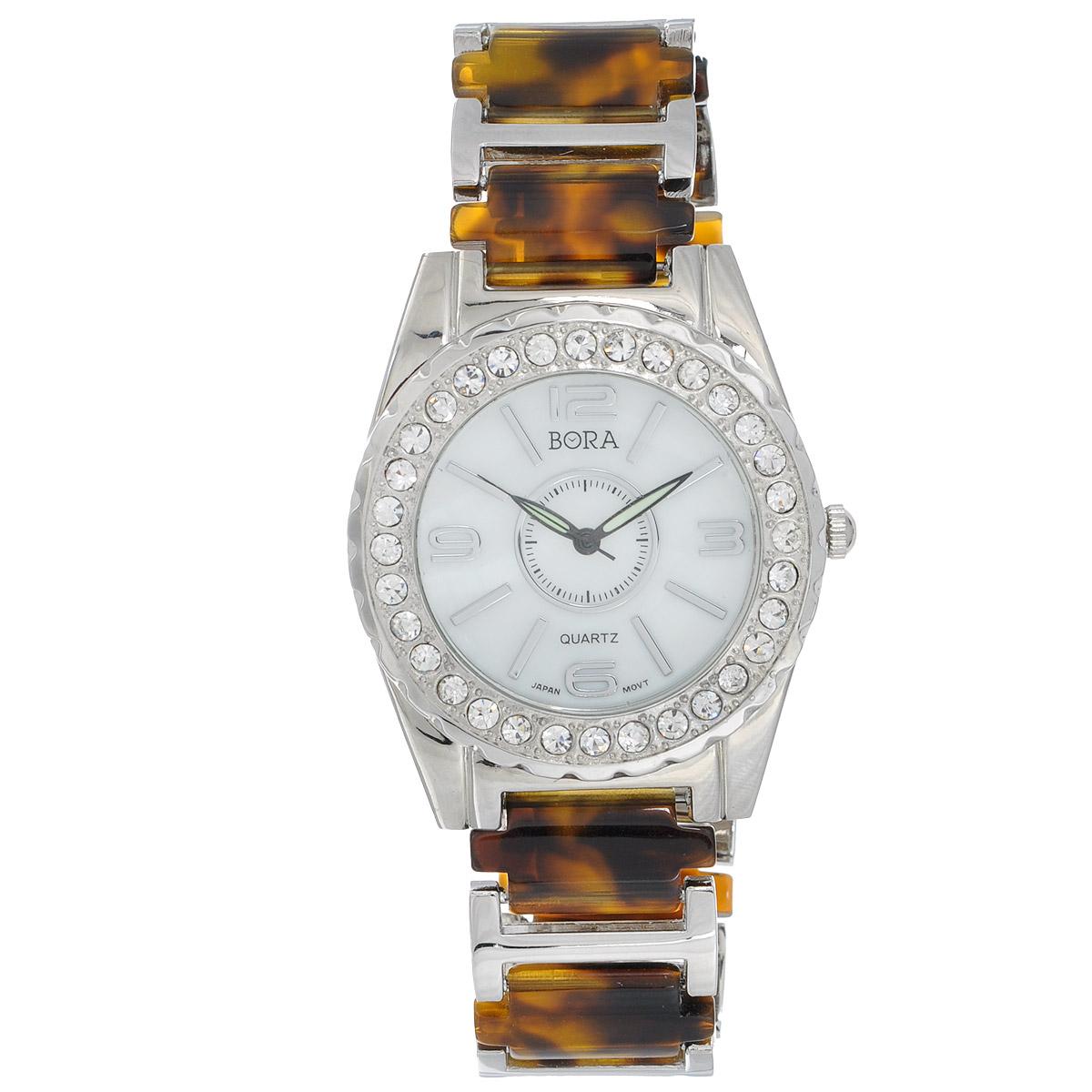 Часы наручные женские Bora, цвет: коричневый, серебряный. FWBR052 / T-B-8181-WATCH-SL.TOROTISEFWBR052 / T-B-8181-WATCH-SL.TOROTISEЧасы торговой марки Bora отличает изысканный стиль и превосходное качество изготовления. Японский механизм Seiko отличает невероятная точность. С ними вы точно не пропустите ничего интересного. Корпус часов выполнен из легированного металлического сплава и декорирован стразами. Ремешок изготовлен из металла и ювелирного пластика и застегивается на застежку-клипсу. Практичная и незаменимая вещь в сумасшедшем ритме современной жизни. Стильный и элегантный аксессуар идеально дополнит ваш повседневный образ. Характеристики: Размеры корпуса: 4 х 4 х 0,7 см. Размеры ремешка без учета корпуса: 17 х 2 см. Не водостойкие.