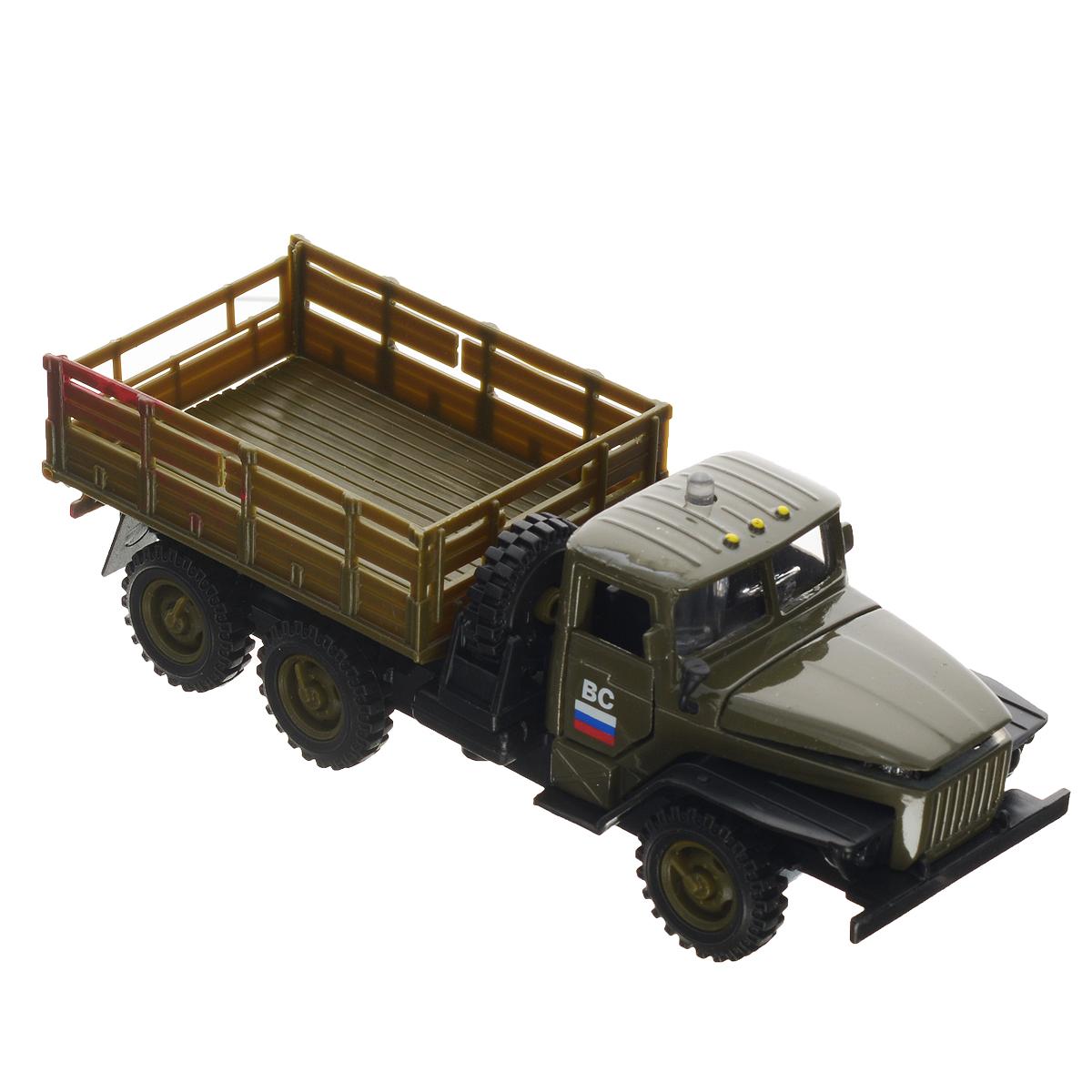 ТехноПарк Машинка инерционная Урал бортовой военныйCT-1235BИнерционная машинка ТехноПарк Урал бортовой военный, выполненная из пластика и металла, станет любимой игрушкой вашего малыша. Игрушка представляет собой модель бортового военного грузовика марки Урал. У машинки открываются дверцы кабины и капот, опускается задний борт. Между кабиной и кузовом расположено запасное колесо, которое также может быть использовано по назначению. При нажатии на кнопку на крыше кабины замигают фары, прозвучат звуки выстрелов и команды диспетчера. Игрушка оснащена инерционным ходом. Машинку необходимо отвести назад, затем отпустить - и она быстро поедет вперед. Прорезиненные колеса обеспечивают надежное сцепление с любой гладкой поверхностью. Ваш ребенок будет часами играть с этой машинкой, придумывая различные истории. Порадуйте его таким замечательным подарком! Машинка работает от батареек (товар комплектуется демонстрационными).