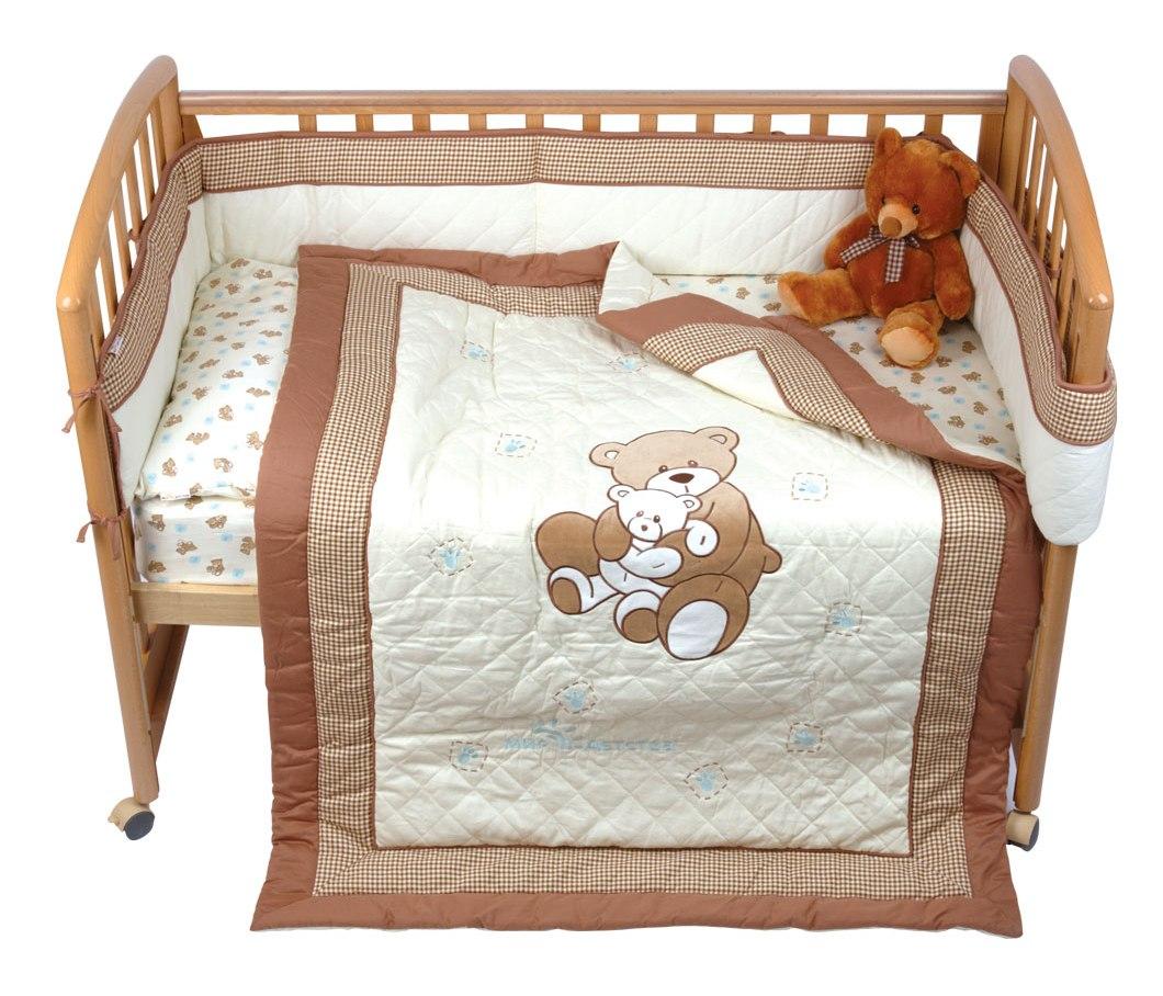 Комплект для детской кроватки Мир детства Бурый мишка, 5 предметов5083001/66/001Комплект для детской кроватки Мир детства Бурый мишка специально предназначен для самых маленьких. Белье изготовлено из чистого хлопка с природными красками без фенола. Комплект включает 5 предметов: - подушка, наполненная полиэстером; - одеяло на синтепоне, простеганное насквозь, с аппликацией и вышивкой (можно использовать в качестве игрального коврика); - набивное постельное белье: простыня на резинке и наволочка; - бампер охранный с печатным рисунком и вышивкой, наполнитель - полиэстер. В этом комплекте есть все, что нужно вашему малышу для полноценного и спокойного отдыха. В комплект входят: Одеяло - 1 шт. Размер: 110 см х 140 см. Подушка - 1 шт. Размер: 40 см х 60 см. Бампер - 1 шт. Размер: 25 см х 360 см. Простыня на резинке - 1 шт. Размер: 60 см х 120 см х 20 см. Наволочка - 1 шт. Размер: 40 см х 60 см.