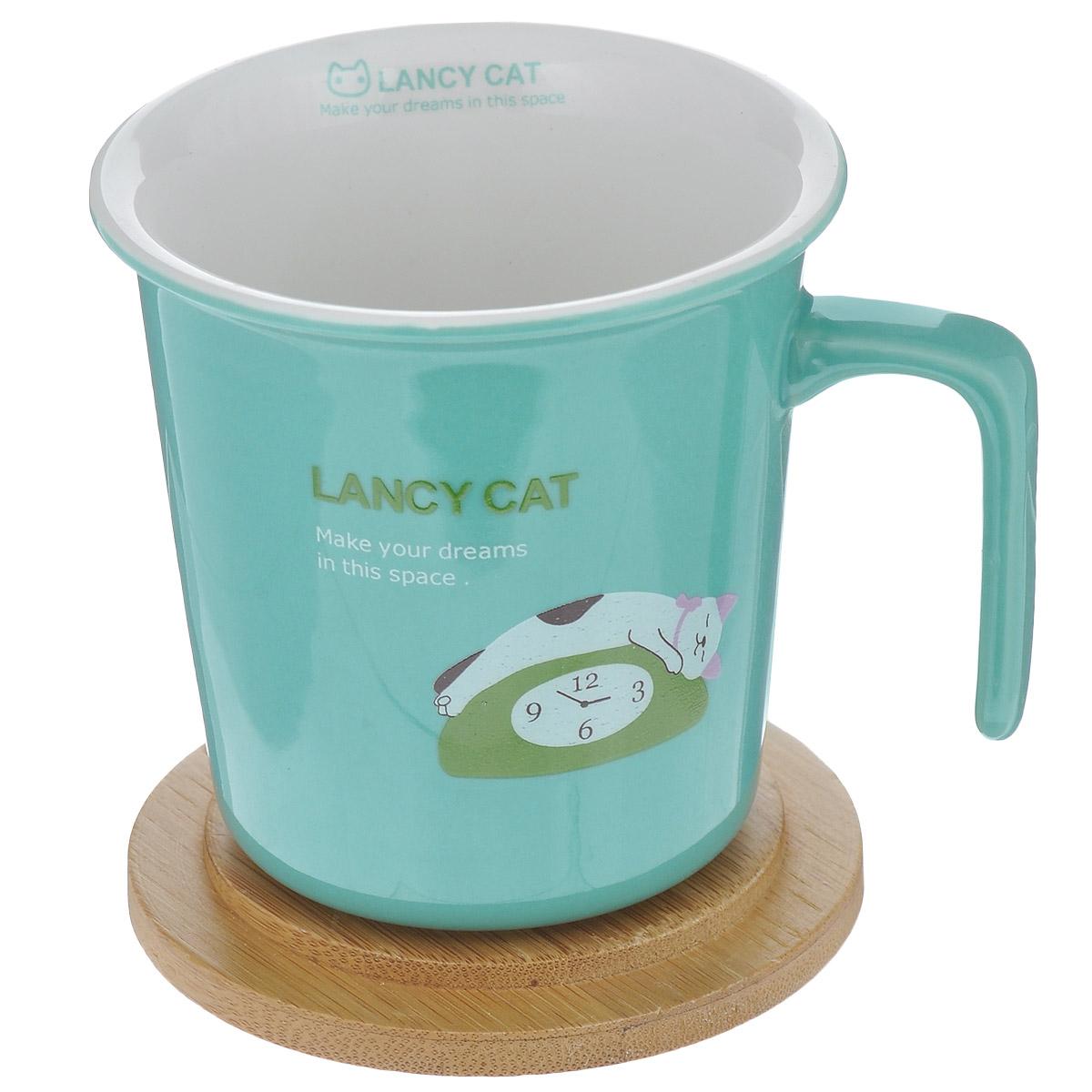 Кружка Lillo Lancy Cat, с бамбуковой крышкой, цвет: бирюзовый, 220 мл215015 (A)Кружка Lillo Lancy Cat выполнена из высококачественной керамики и украшена изображением кошки. Кружка имеет удобную оригинальную ручку. В комплект входит бамбуковая крышка, которую можно использовать также в качестве подставки. Кружка Lillo Lancy Cat порадует вас ярким дизайном и функциональностью, а пить чай или кофе из нее станет еще приятнее. Подходит для мытья в посудомоечной машине, а также для использования в микроволновых и конвекционных печах. Объем: 220 мл. Диаметр кружки по верхнему краю: 8,5 см. Высота кружки: 8,5 см. Диаметр крышки: 9 см.