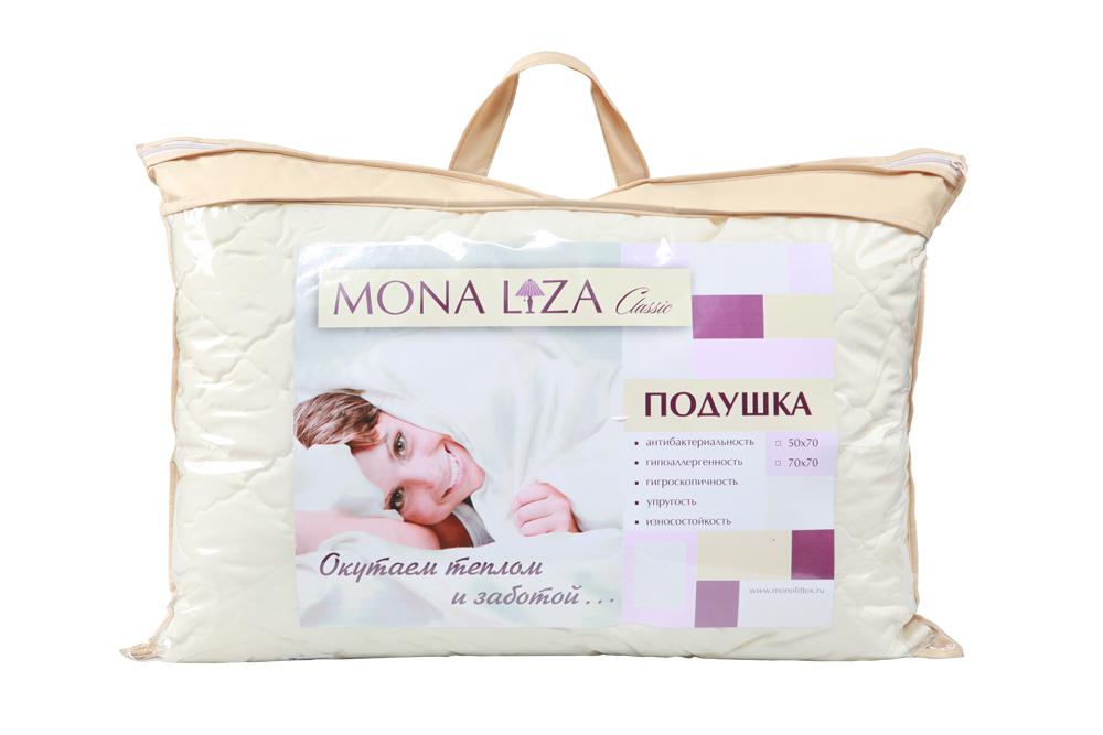 Подушка Mona Liza Classic, наполнитель: высокосиликонизированное волокно, 50 х 70 см529314/1Подушка Mona Liza подарит вам незабываемое чувство комфорта и умиротворения. Чехол выполнен из микрошелка, украшен фигурной стежкой и золотистым кантом по краю. Микрошелк (искусственный шелк) - это мягкая, тонкая, нежная и приятная на ощупь ткань. Обладает высокой прочностью и эластичностью. По внешнему виду очень напоминает шелк с выбитым на нем рисунком (как у жаккарда). В качестве наполнителя используется высокосиликонизированное полиэстеровое волокно. Данное волокно имеет ряд очень практичных свойств: антибактериальность, гипоаллергенность, гигроскопичность, упругость, износостойкость. Оно способно быстро восстанавливать свою форму после смятия, имеет высокую стойкость к ее сохранению с течением времени. Эластичная сжимающаяся структура волокна является мягкой, экологичной, дышащей, не упаривает тело при длительном использовании. Антиаллергенные свойства, возможность легкой стирки, не впитывание посторонних запахов, повышенная мягкость - все это создает...