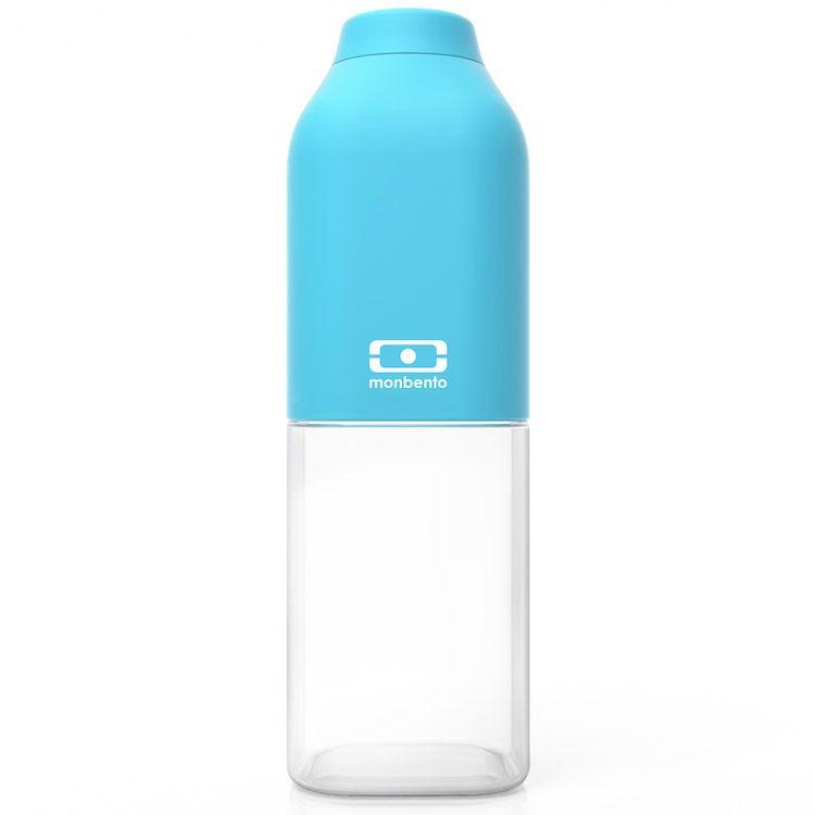 Бутылка для воды Monbento Positive, цвет: голубой, 500 мл1011 01 004Бутылка для воды Monbento Positive изготовлена из безопасного пищевого пластика (BPA free). Одна половина бутылки - прозрачная, вторая оснащена цветным покрытием Soft touch, благодаря чему ее приятно держать в руке. Изделие оснащено герметичной закручивающейся крышкой. Такая идеальная бутылка небольшого размера, но отличной вместимости наполняет оптимизмом, даря заряд позитива и хорошего настроения. Многоразовая бутылка пригодится в спортзале, на прогулке, дома, на даче - в общем, везде! Забудьте про одноразовые пластиковые емкости - они некрасивые, да и засоряют окружающую среду. А такая красота в руках точно привлечет взгляды окружающих. Нельзя мыть в посудомоечной машине. Высота бутылки (с учетом крышки): 19 см. Размер дна: 6 см х 6 см.