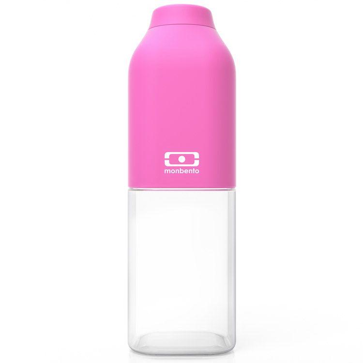 Бутылка для воды Monbento Positive, цвет: розовый, 500 мл1011 01 006Бутылка для воды Monbento Positive изготовлена из безопасного пищевого пластика (BPA free). Одна половина бутылки - прозрачная, вторая оснащена цветным покрытием Soft touch, благодаря чему ее приятно держать в руке. Изделие оснащено герметичной закручивающейся крышкой. Такая идеальная бутылка небольшого размера, но отличной вместимости наполняет оптимизмом, даря заряд позитива и хорошего настроения. Многоразовая бутылка пригодится в спортзале, на прогулке, дома, на даче - в общем, везде! Забудьте про одноразовые пластиковые емкости - они некрасивые, да и засоряют окружающую среду. А такая красота в руках точно привлечет взгляды окружающих. Нельзя мыть в посудомоечной машине. Высота бутылки (с учетом крышки): 19 см. Размер дна: 6 см х 6 см.