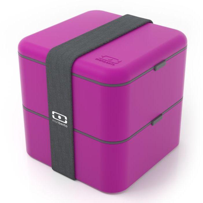 Ланчбокс Monbento Square, цвет: фуксия, 1,7 л1200 03 003Ланчбокс Monbento Square изготовлен из высококачественного пищевого пластика. Предназначен для хранения и переноски пищевых продуктов в больших порциях: подходит для салатов, бутербродов и других блюд. Ланчбокс представляет собой два квадратных контейнера, в которых удобно хранить сразу несколько видов блюд. Контейнеры вакуумные, что позволяет продуктам дольше оставаться свежими и вкусными. Контейнеры скрепляются эластичной резинкой. Компактные размеры позволят уместить ланчбокс в любой сумке. Его удобно взять с собой на работу, отдых, в поездку. Теперь любимая домашняя еда всегда будет под рукой, а яркий дизайн поднимет настроение и подарит заряд позитива. Можно использовать в микроволновой печи и для хранения пищи в холодильнике, можно мыть в посудомоечной машине. Объем: 1,7 л. Общий размер ланчбокса: 14 см х 14 см х 14 см. Размер контейнера: 14 см х 14 см х 8 см.