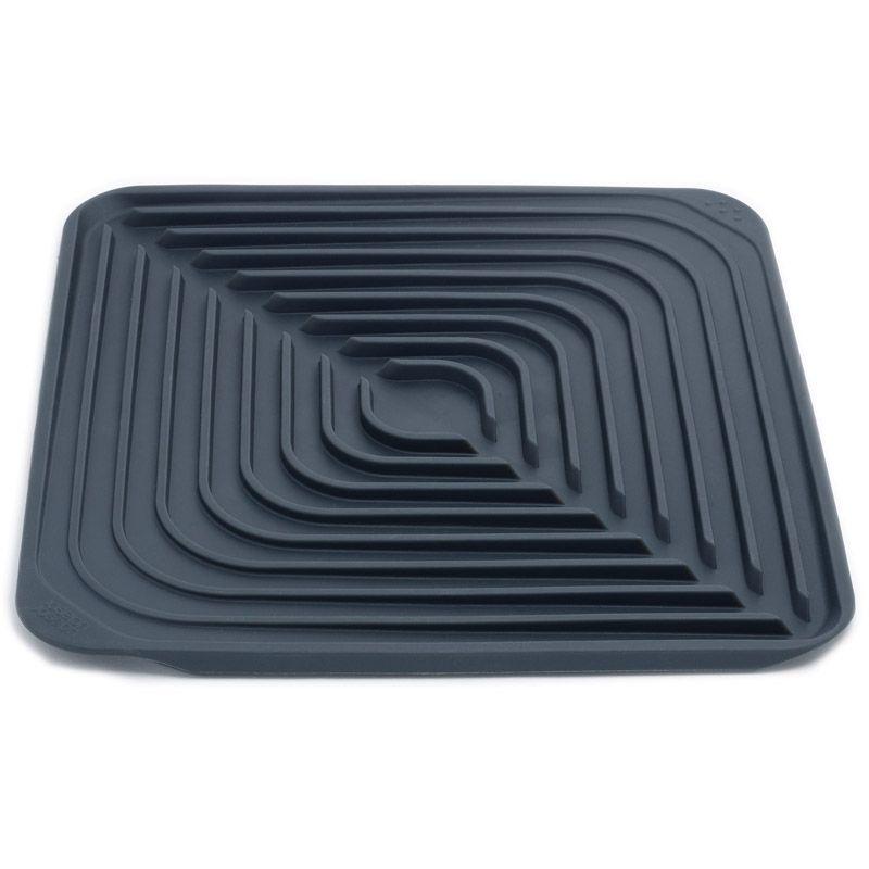 Сушилка для посуды Joseph Joseph Flume, цвет: серый, 31 см х 31 см85012Замечательная сушилка для посуды Joseph Joseph Flume сделана из специальной мягкой резины, которая не имеет запаха и которая поможет вашим кухонным инструментам как можно быстрее высохнуть, не оставив следов. Фарфор, стекло, стальные приборы - можно высушить посуду из совершенно разного материала. На поверхности сушилки имеются специальные углубления для воды. Структура этих углублений такова, что не позволяет просочиться воде, оставляя ее в самой сушилке. После того, как посуда высохла, достаточно будет просто слить воду и насухо протереть сушилку. Размер сушилки: 31 см х 31 см х 1 см.
