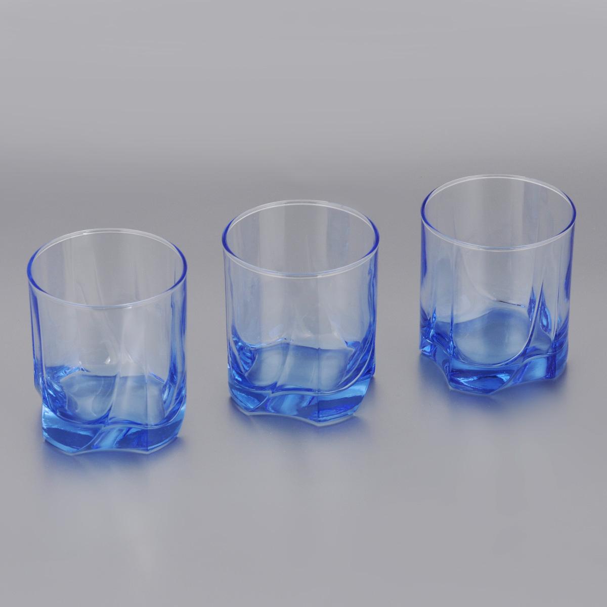 Набор стаканов для виски Pasabahce Light Blue, 368 мл, 3 шт42348BMНабор Pasabahce Light Blue состоит из трех стаканов, выполненных из прочного натрий-кальций-силикатного стекла. Изделия оснащены многогранной рельефной поверхностью и цветным дном. Набор предназначен для подачи виски. Стаканы сочетают в себе элегантный дизайн и функциональность. Благодаря такому набору пить напитки будет еще вкуснее. Набор стаканов Pasabahce Light Blue прекрасно оформит праздничный стол и создаст приятную атмосферу за романтическим ужином. Такой набор также станет хорошим подарком к любому случаю. Можно мыть в посудомоечной машине и использовать в микроволновой печи. Диаметр стакана по верхнему краю: 8 см. Высота стакана: 9,5 см.