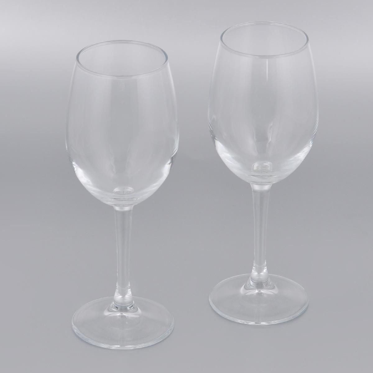 Набор бокалов для вина Pasabahce Classique, 360 мл, 2 шт440151BНабор Pasabahce Classique состоит из двух бокалов, выполненных из прочного натрий-кальций-силикатного стекла. Изделия оснащены высокими ножками. Бокалы предназначены для подачи вина. Они сочетают в себе элегантный дизайн и функциональность. Благодаря такому набору пить напитки будет еще вкуснее. Набор бокалов Pasabahce Classique прекрасно оформит праздничный стол и создаст приятную атмосферу за романтическим ужином. Такой набор также станет хорошим подарком к любому случаю. Можно мыть в посудомоечной машине и использовать в микроволновой печи. Диаметр бокала (по верхнему краю): 6 см. Высота бокала: 21,3 см.