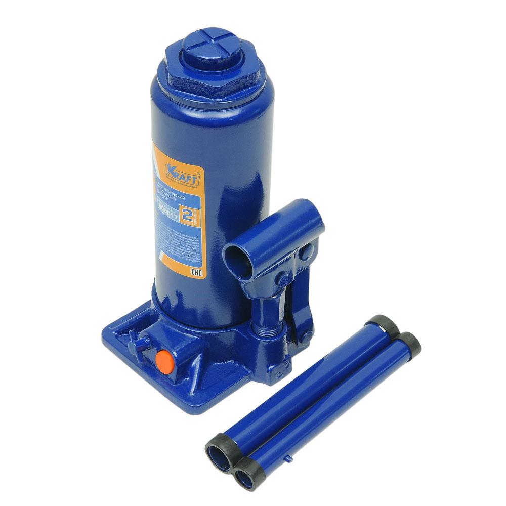 Домкрат бутылочный Kraft КТ 800017, 8 тКТ 800017Гидравлический бутылочный домкрат Kraft предназначен для поднятия грузов. Отличается компактностью конструкции, простотой обслуживания и надежностью в эксплуатации, позволяя осуществить плавный подъем груза и его точную остановку на заданной высоте при небольшом рабочем усилии. Домкрат имеет предохранительный клапан, который в случае неправильной эксплуатации (масса поднимаемого груза будет больше грузоподъемности конкретной модели) сработает и плавно опустит груз. Технические характеристики: Грузоподъемность: 8 т. Высота подъема: 465 мм. Высота подхвата: 230 мм. Функциональные особенности: Высокая устойчивость. Выдвижной винт. Складная рукоятка. Предохранительный клапан. Удобная ручка. Морозостойкое масло (-45°C). Комплектация: Механический бутылочный домкрат. Рукоятка домкрата. Руководство по эксплуатации.