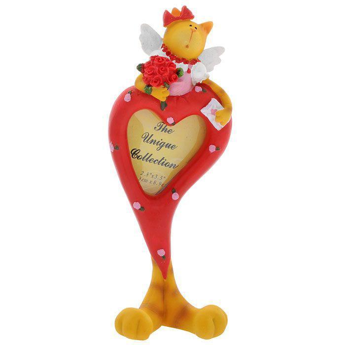 Фоторамка Сердце, 5,5 x 6 см 2873328733Фоторамка Сердце выполнена из полирезины в виде красного сердца, стоящего на кошачьих лапках. Сверху рамка оформлена фигуркой кошечки-ангела с букетом роз в руках. Рамку можно поставить на столик или любую другую поверхность, благодаря устойчивой ножке. Фоторамка Сердце украсит интерьер, а также позволит сохранить на память изображения дорогих вам людей и интересных событий вашей жизни. Она может стать отличным подарком для близкого человека. Ее можно подарить вместе с любимой фотографией, которая оставит после себя теплые воспоминания, и будет радовать своего получателя каждый день. Характеристики: Материал: полирезина, картон, металл. Размер фоторамки: 21,5 см x 8 см x 3,5 см. Размер фотографии: 5,5 см х 6 см. Размер упаковки: 23,5 см х 6 см х 10 см. Артикул: 28733.