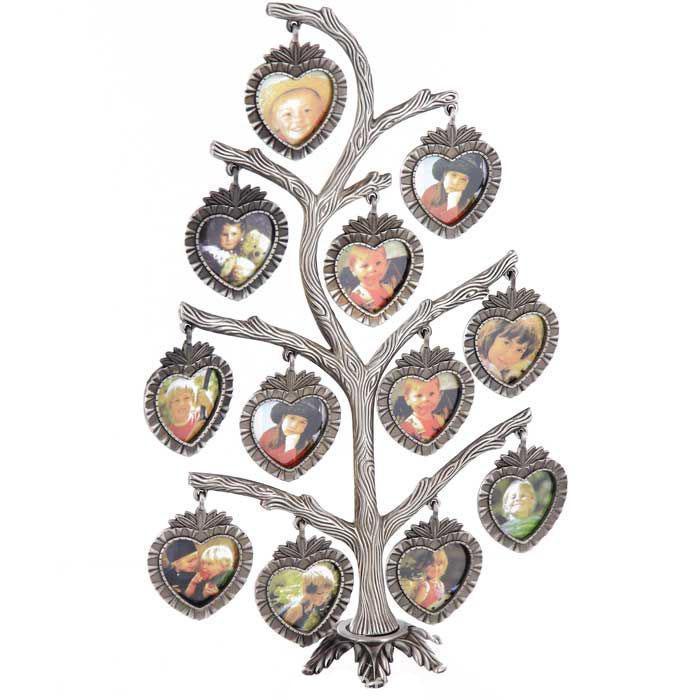 Металлическая фоторамка Дерево, на 12 фотографий, 4 х 4 см 9173191731Оригинальная рамка для фотографий выполнена из металла в виде дерева, на ветвях которого прикреплены небольшие односторонние рамочки в форме сердечек. На таком дереве вы сможете разместить фото всей своей семьи. Такая рамка послужит оригинальным и практичным подарком. Характеристики: Материал: металл, пластик. Общий размер фоторамки: 25 см х 15 см. Размер фоторамки: 4 см х 4 см. Артикул: 91731. Изготовитель: Китай.