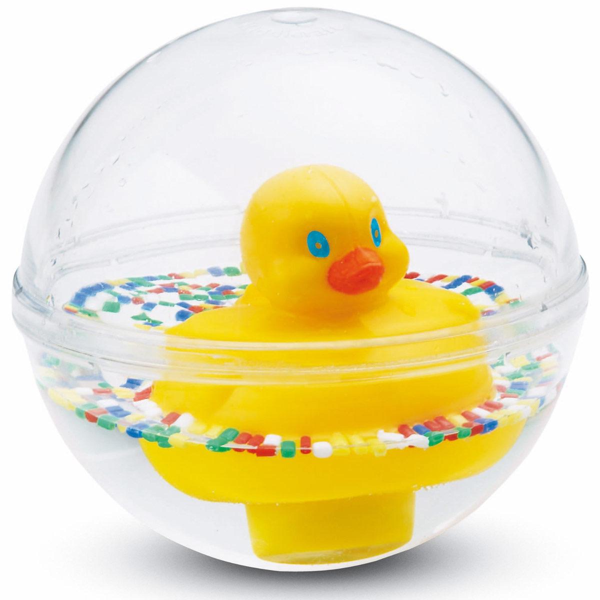 Fisher-Price Игрушка Шар с плавающей уточкой75676Игрушка Fisher-Price Шар с плавающей уточкой надолго займет внимание вашего крохи. Она выполнена в виде прозрачного шара с милым утенком внутри, плавающим в окружении цветных бусин. Когда шарик катится, утенок начинает качаться на волнах. С такой игрушкой можно играть как в воде, так и на полу. Малыш может крутить, переворачивать шар вверх дном, катать и бросать его, а плавающая уточка будет стойко держаться на воде и никогда не перевернется. Игрушка стимулирует малышей к активным движениям, развивает мелкую моторику.
