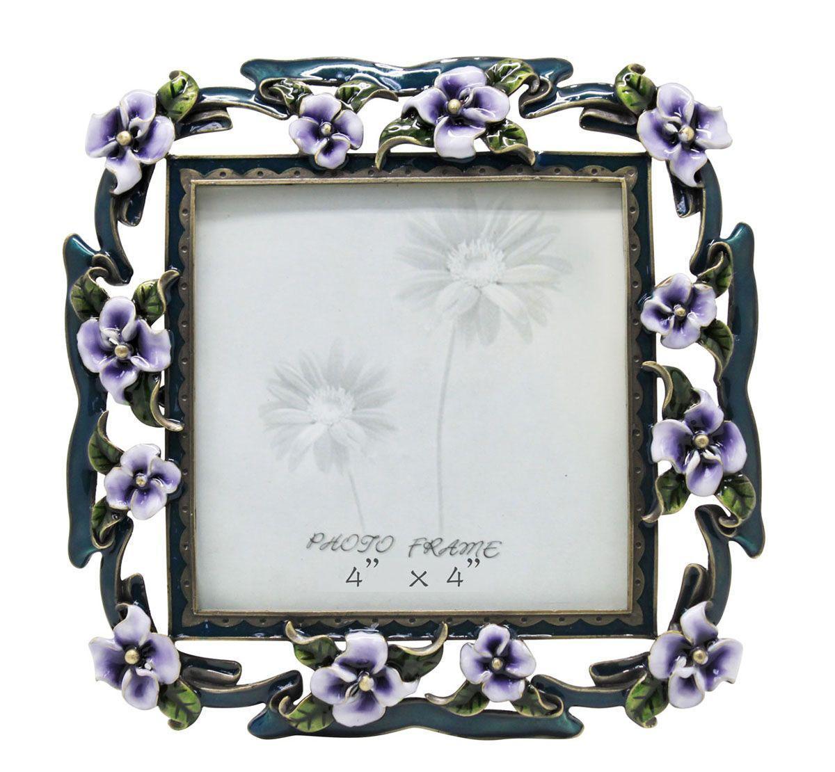 Рамка для фотографий Jardin DEte Сиреневые цветы, 10 см х 10 см. HS-25010EHS-25010EИзящная рамка для фотографий Jardin DEte Сиреневые цветы выполнена из сплава олова, покрытого эпоксидной смолой. С задней стороны имеется ножка для удобного размещения. Такая рамка позволит хранить на самом видном месте фотографию ваших родных и близких, а также великолепно украсит интерьер помещения.